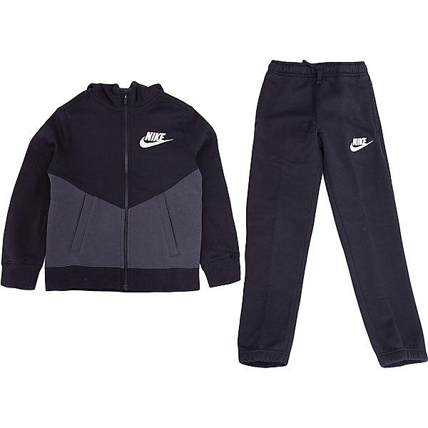 Спортивный костюм NIKEСпортивная форма<br>Характеристики товара:<br><br>• цвет: черный<br>• комплектация: курточка, брюки<br>• состав ткани: 80% хлопок, 20% полиэстер<br>• подкладка - 100% хлопок <br>• длинные рукава<br>• застежка: молния<br>• пояс: резинка и шнурок<br>• особенности модели: спортивный стиль<br>• сезон: демисезон<br>• капюшон: несъемный<br>• страна бренда: США<br>• страна изготовитель: Малайзия<br><br>Хлопковый спортивный костюм Nike - комфортная и качественная одежда для отдыха и занятий спортом. Курточка из спортивного комплекта для детей дополнена капюшоном и карманами. Удобный детский спортивный костюм от известного мирового бренда Nike разработан с учетом последних веяний в моде. Спортивный костюм Найк не стесняет движения ребенка. <br><br>Спортивный костюм Nike (Найк) можно купить в нашем интернет-магазине.<br><br>Ширина мм: 247<br>Глубина мм: 16<br>Высота мм: 140<br>Вес г: 225<br>Цвет: черный<br>Возраст от месяцев: 144<br>Возраст до месяцев: 156<br>Пол: Унисекс<br>Возраст: Детский<br>Размер: 147/158,135/140,158/170,128/134,122/128<br>SKU: 7073910