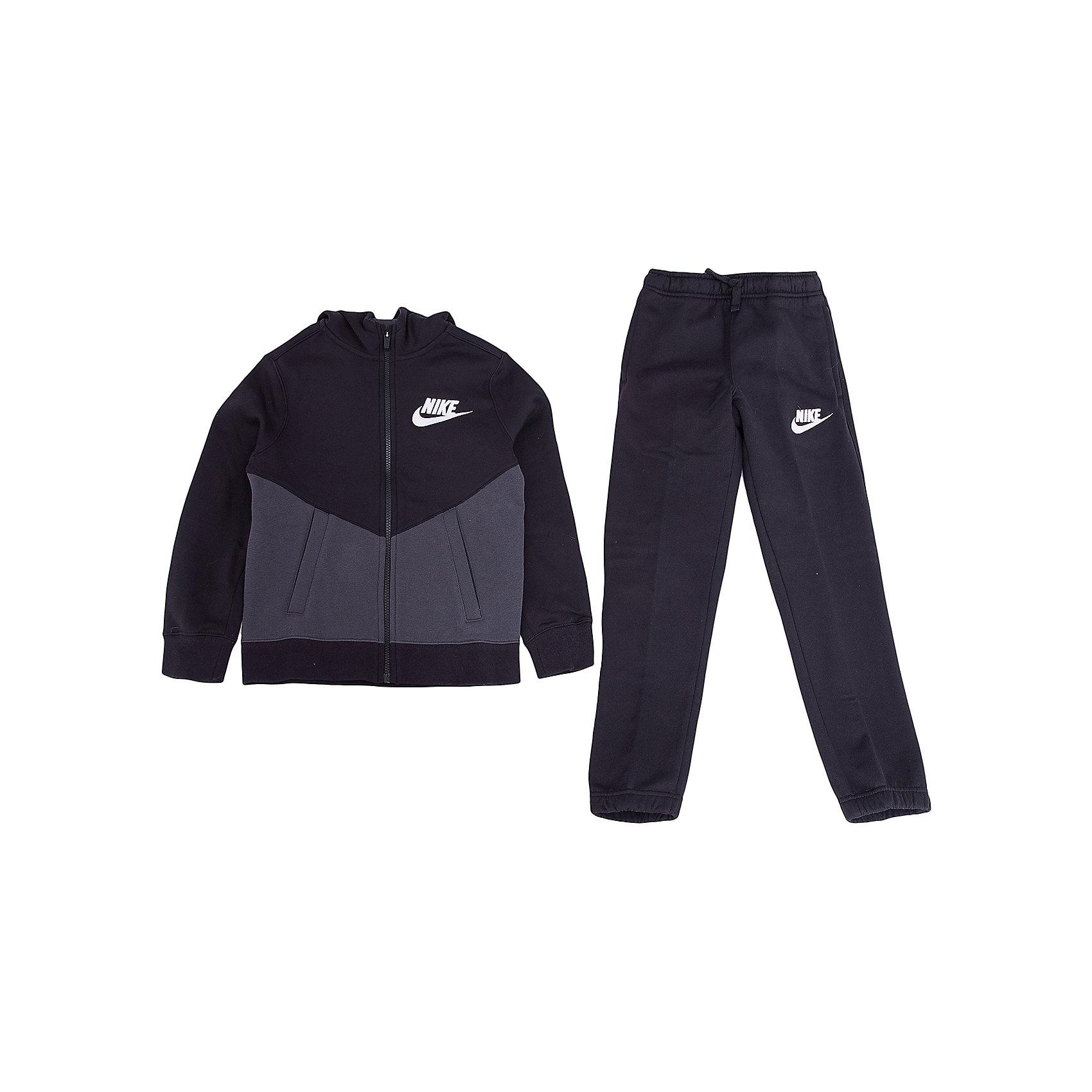 Спортивный костюм NIKEСпортивная форма<br>Характеристики товара:<br><br>• цвет: черный<br>• комплектация: курточка, брюки<br>• состав ткани: 80% хлопок, 20% полиэстер<br>• подкладка - 100% хлопок <br>• длинные рукава<br>• застежка: молния<br>• пояс: резинка и шнурок<br>• особенности модели: спортивный стиль<br>• сезон: демисезон<br>• капюшон: несъемный<br>• страна бренда: США<br>• страна изготовитель: Малайзия<br><br>Хлопковый спортивный костюм Nike - комфортная и качественная одежда для отдыха и занятий спортом. Курточка из спортивного комплекта для детей дополнена капюшоном и карманами. Удобный детский спортивный костюм от известного мирового бренда Nike разработан с учетом последних веяний в моде. Спортивный костюм Найк не стесняет движения ребенка. <br><br>Спортивный костюм Nike (Найк) можно купить в нашем интернет-магазине.<br><br>Ширина мм: 247<br>Глубина мм: 16<br>Высота мм: 140<br>Вес г: 225<br>Цвет: черный<br>Возраст от месяцев: 168<br>Возраст до месяцев: 180<br>Пол: Унисекс<br>Возраст: Детский<br>Размер: 158/170,135/140,122/128,128/134,147/158<br>SKU: 7073910