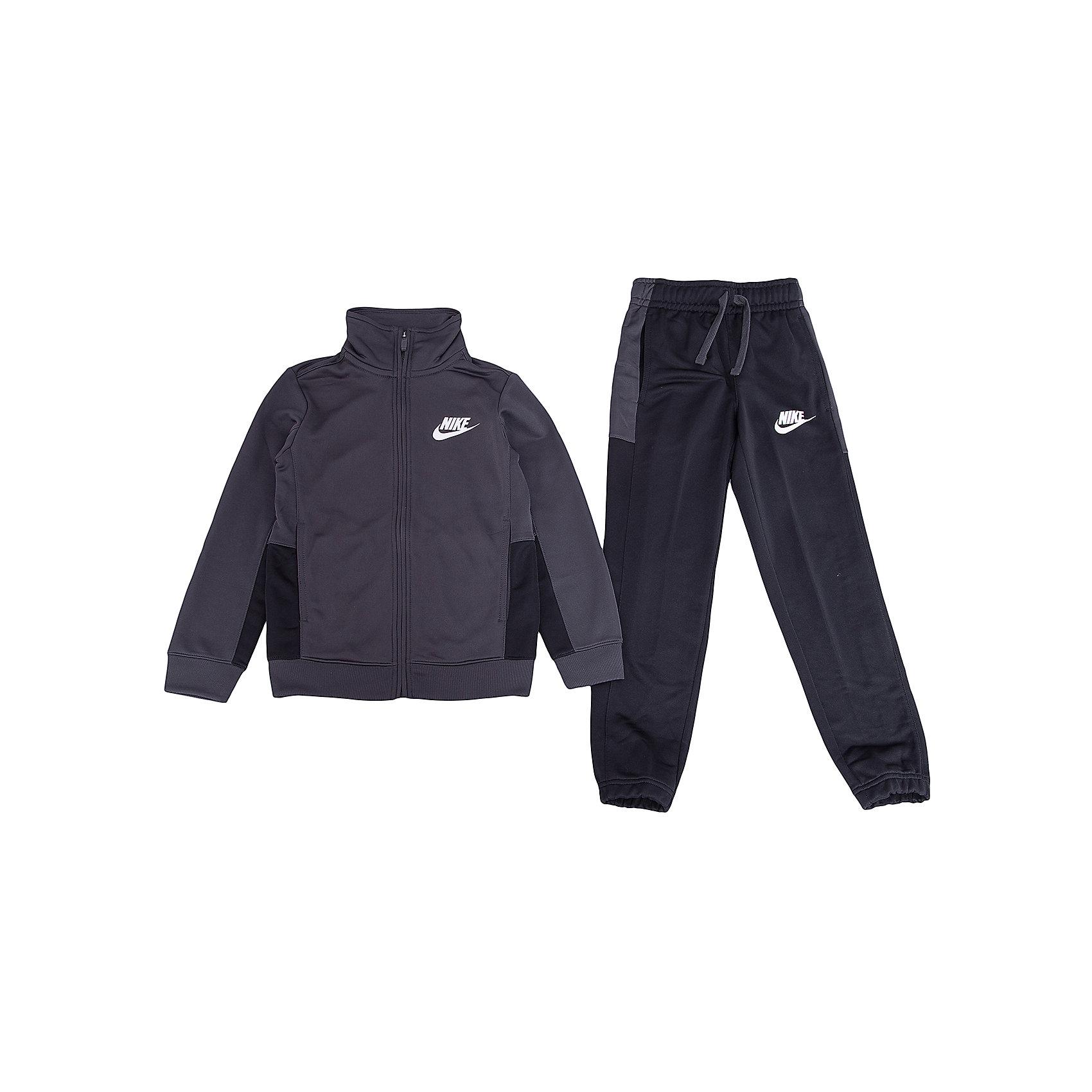 Спортивный костюм NIKEСпортивная форма<br>Характеристики товара:<br><br>• цвет: черный<br>• комплектация: курточка, брюки<br>• состав ткани: 100% полиэстер <br>• длинные рукава<br>• застежка: молния<br>• пояс: резинка и шнурок<br>• особенности модели: спортивный стиль<br>• сезон: демисезон<br>• карманы: на молнии<br>• страна бренда: США<br>• страна изготовитель: Малайзия<br><br>Комфортный детский спортивный костюм Nike разработан с учетом последних тенденций молодежной моды. Спортивный костюм Найк не стесняет движения ребенка. Этот спортивный костюм Nike - удобная и стильная одежда для отдыха и занятий спортом. Спортивной комплект для детей дополнен карманами на молнии. <br><br>Спортивный костюм Nike (Найк) можно купить в нашем интернет-магазине.<br><br>Ширина мм: 247<br>Глубина мм: 16<br>Высота мм: 140<br>Вес г: 225<br>Цвет: черный<br>Возраст от месяцев: 168<br>Возраст до месяцев: 180<br>Пол: Унисекс<br>Возраст: Детский<br>Размер: 158/170,122/128,128/134,135/140,147/158<br>SKU: 7073922