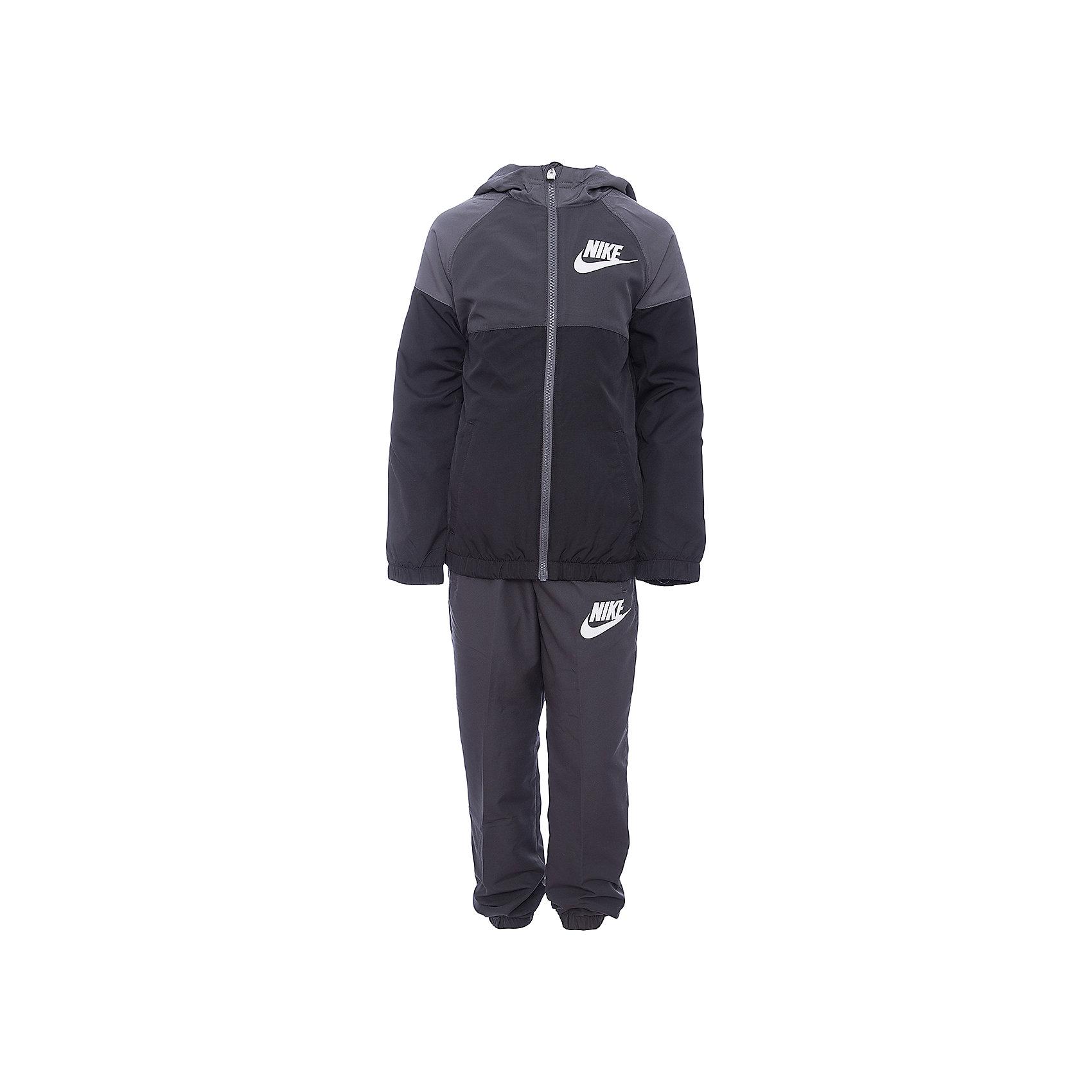 Спортивный костюм NIKEСпортивная форма<br>Характеристики товара:<br><br>• цвет: серый<br>• комплектация: курточка, брюки<br>• состав ткани: 100% полиэстер<br>• подкладка - 100% полиэстер<br>• длинные рукава<br>• застежка: молния<br>• пояс: резинка и шнурок<br>• особенности модели: спортивный стиль<br>• сезон: демисезон<br>• капюшон: несъемный<br>• страна бренда: США<br>• страна изготовитель: Малайзия<br><br>Такой спортивный костюм Nike - отличный вариант комфортной и качественной одежды для спорта и отдыха. Курточка из спортивного комплекта для детей дополнена капюшоном и карманами. Этот детский спортивный костюм от бренда Nike разработан с учетом последних веяний в моде. Спортивный костюм Найк не сковывает движения ребенка. <br><br>Спортивный костюм Nike (Найк) можно купить в нашем интернет-магазине.<br><br>Ширина мм: 247<br>Глубина мм: 16<br>Высота мм: 140<br>Вес г: 225<br>Цвет: серый<br>Возраст от месяцев: 168<br>Возраст до месяцев: 180<br>Пол: Унисекс<br>Возраст: Детский<br>Размер: 158/170,122/128,128/134,135/140,147/158<br>SKU: 7073928