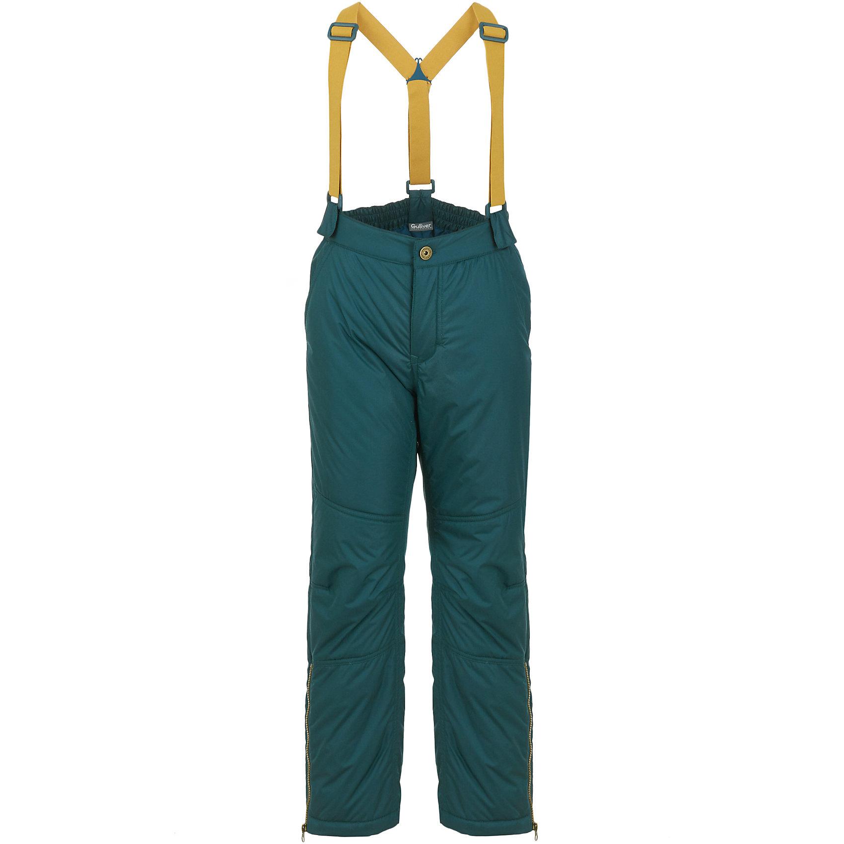 Брюки Gulliver для мальчикаБрюки и полукомбинезоны<br>Брюки Gulliver для мальчика<br>Конечно, джинсы в детском гардеробе вне конкуренции, но чтобы быть в тренде сезона Осень/Зима 2017/2018, серые текстильные брюки - изделие из разряда must have! Теплые, мягкие, практичные, брюки обеспечат ребенку прекрасный внешний вид и комфорт. Детские брюки на манжете - это не только модно, но и очень удобно. Они отлично смотрятся с высокими кроссовками, кедами, делая образ ребенка спортивным, динамичным, привлекательным. Если вы решили купить стильные брюки на каждый день, обратите внимание на эту модель! Они гармонируют с любым верхом из коллекции Сахалин, создавая красивый благородный образ.<br>Состав:<br>верх: 27% шерсть 73% полиэстер                                    подкладка: 50% вискоза 50% полиэстер<br><br>Ширина мм: 215<br>Глубина мм: 88<br>Высота мм: 191<br>Вес г: 336<br>Цвет: черный<br>Возраст от месяцев: 96<br>Возраст до месяцев: 108<br>Пол: Мужской<br>Возраст: Детский<br>Размер: 134,140,128,122<br>SKU: 7077004