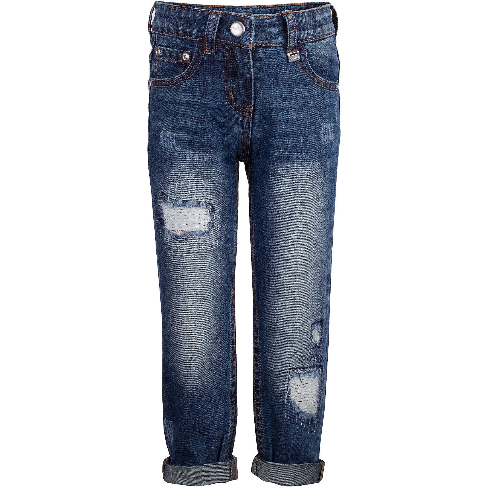 Джинсы Gulliver для девочкиДжинсы<br>Брюки Gulliver для девочки<br>Что может быть лучше любимых джинсов? Только новые фирменные джинсы силуэта бой френд из коллекции Филигрань! Актуальный крой, модная варка, потертости и повреждения делают джинсы основной стилеобразующей моделью детского гардероба. С любым верхом: курткой, пальто, толстовкой, кардиганом джинсы будут выглядеть безупречно. Купить джинсы для девочки, значит, сделать ее образ стильным и современным!<br>Состав:<br>100% хлопок<br><br>Ширина мм: 215<br>Глубина мм: 88<br>Высота мм: 191<br>Вес г: 336<br>Цвет: синий<br>Возраст от месяцев: 60<br>Возраст до месяцев: 72<br>Пол: Женский<br>Возраст: Детский<br>Размер: 116,98,104,110<br>SKU: 7078543