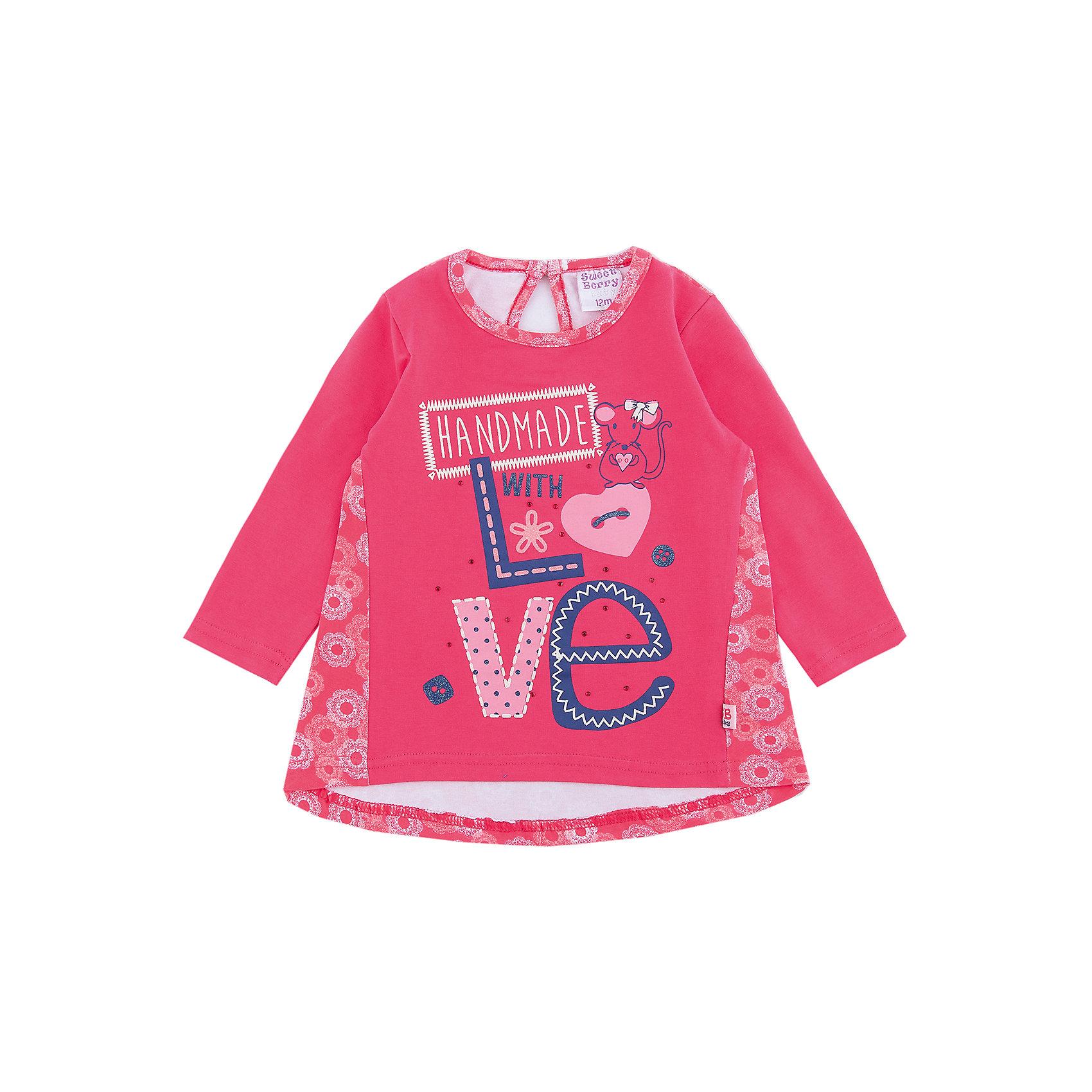 Футболка Sweet Berry для девочкиФутболки, топы<br>Футболка Sweet Berry для девочки<br>Яркая трикотажная футболка с длинным рукавом из комбинированного мягкого хлопкового полотна декорированная милым принтом.  Округлый вырез горловины, застегивается на пуговку на спинке, ассиметричный низ изделия.<br>Состав:<br>95% хлопок, 5% эластан<br><br>Ширина мм: 199<br>Глубина мм: 10<br>Высота мм: 161<br>Вес г: 151<br>Цвет: розовый<br>Возраст от месяцев: 24<br>Возраст до месяцев: 36<br>Пол: Женский<br>Возраст: Детский<br>Размер: 98,92,86,80<br>SKU: 7094563