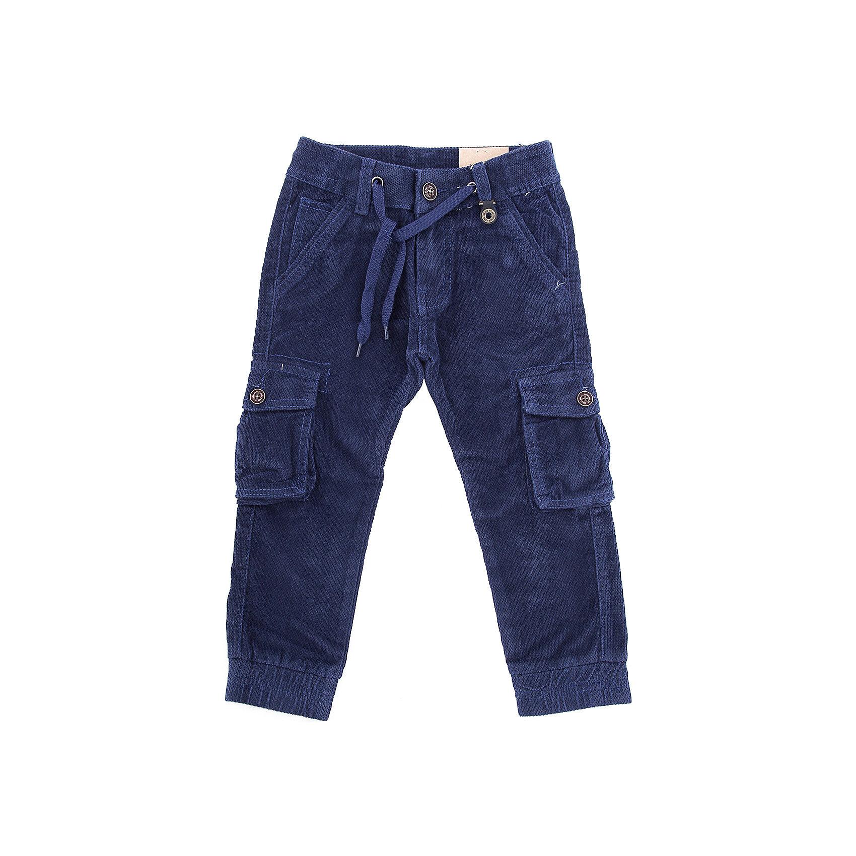 Брюки Sweet Berry для мальчикаБрюки<br>Брюки Sweet Berry для мальчика<br>Модные, вельветовые брюки для мальчика на эластичный пояс со шнуром для регулирования объема по талии. Низ брючин собран на мягкие манжеты. Брюки декорированы двумя накладными карманами.<br>Состав:<br>98% хлопок, 2% спандекс<br><br>Ширина мм: 215<br>Глубина мм: 88<br>Высота мм: 191<br>Вес г: 336<br>Цвет: синий<br>Возраст от месяцев: 84<br>Возраст до месяцев: 96<br>Пол: Мужской<br>Возраст: Детский<br>Размер: 128,98,104,110,116,122<br>SKU: 7094706