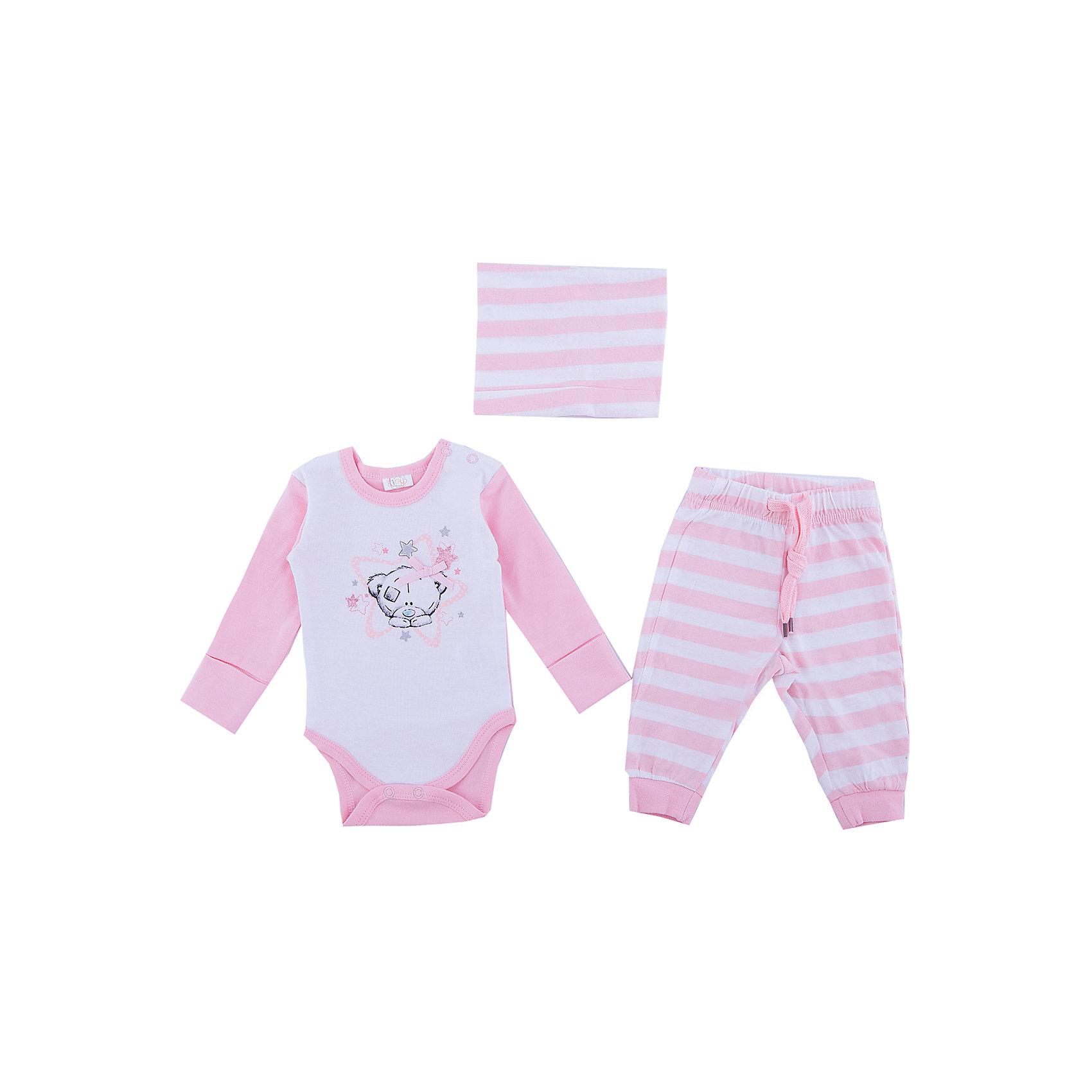 Комплект: боди, брюки, шапочка PlayToday для девочкиКомплекты<br>Комплект: боди, брюки, шапочка PlayToday для девочки<br>Комплект из боди, брюк и шапочки - отличное дополнение к повседневному гардеробу ребенка. Боди с длинным рукавом, горловина модели дополнена застежками - кнопками, манжеты на мягких трикотажных резинках. Для быстрой смены подгузника, паховая часть также на кнопках. Брюки на широкой резинке, не сдавливающей живот ребенка, с регулируемым шнуром - кулиской. Брюки и шапочка выполнены в технике yarn dyed - в процессе производства используются разного цвета нити. При рекомендуемом уходе модель не линяет и надолго остается в первоначальном виде. Низ брючин - на мягких трикотажных резинках. Шапочка хорошо облегает голову и комфортна при носке.<br>Состав:<br>100% хлопок<br><br>Ширина мм: 157<br>Глубина мм: 13<br>Высота мм: 119<br>Вес г: 200<br>Цвет: белый<br>Возраст от месяцев: 3<br>Возраст до месяцев: 6<br>Пол: Женский<br>Возраст: Детский<br>Размер: 68,74,56,62<br>SKU: 7107831