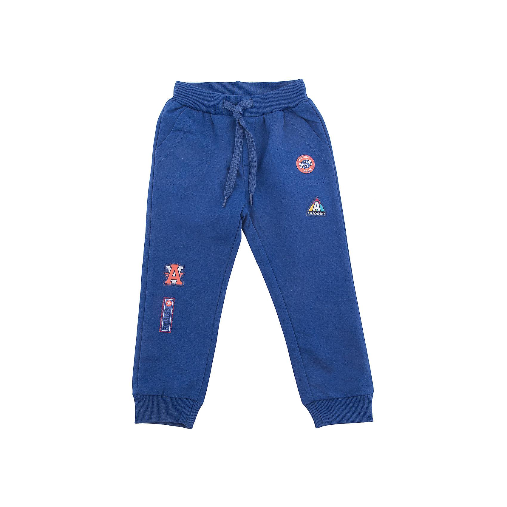 Брюки PlayToday для мальчикаБрюки<br>Брюки PlayToday для мальчика<br>Спортивные брюки. Пояс на широкой резинке, дополнен шнуром - кулиской. Модель с 2-мя вшивными карманами и одним накладным. Низ штанин на манжетах. В качестве декора использованы яркие аппликации.<br>Состав:<br>80% хлопок, 20% полиэстер<br><br>Ширина мм: 215<br>Глубина мм: 88<br>Высота мм: 191<br>Вес г: 336<br>Цвет: синий<br>Возраст от месяцев: 84<br>Возраст до месяцев: 96<br>Пол: Мужской<br>Возраст: Детский<br>Размер: 128,98,104,110,116,122<br>SKU: 7111693