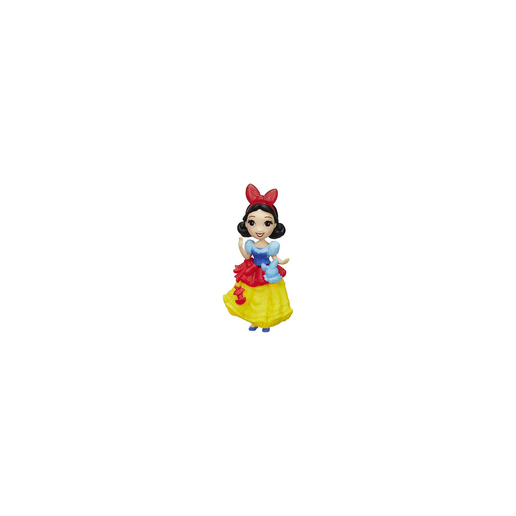 Мини-кукла Hasbro Disney Princess, БелоснежкаПопулярные игрушки<br>Характеристики:<br><br>• очаровательная куколка помогает раскрыть творческий потенциал девочки, позволяет фантазировать и обыгрывать различные сюжетные линии с участием пренцессы Дисней;<br>• мини-куколки легко помещаются в маленькой ладошке;<br>• куклу можно взять с собой, поместить в рюкзачок или карман курточки;<br>• каждая кукла занимает определенную позу;<br>• руки-ноги куклы неподвижны, героиня замерла в танцевальном па;<br>• куколка одета в яркий наряд, характерный для диснеевских героинь;<br>• одежда не снимается;<br>• полимерные куколки приятны на ощупь;<br>• высота куколки составляет 15 см;<br>• размер упаковки: 17,5х15,5х6 см;<br>• вес: 100 г.<br><br>Мини-кукла, Принцессы Дисней, в ассортименте можно купить в нашем интернет-магазине.<br><br>Ширина мм: 176<br>Глубина мм: 152<br>Высота мм: 63<br>Вес г: 100<br>Возраст от месяцев: 48<br>Возраст до месяцев: 96<br>Пол: Женский<br>Возраст: Детский<br>SKU: 7120186