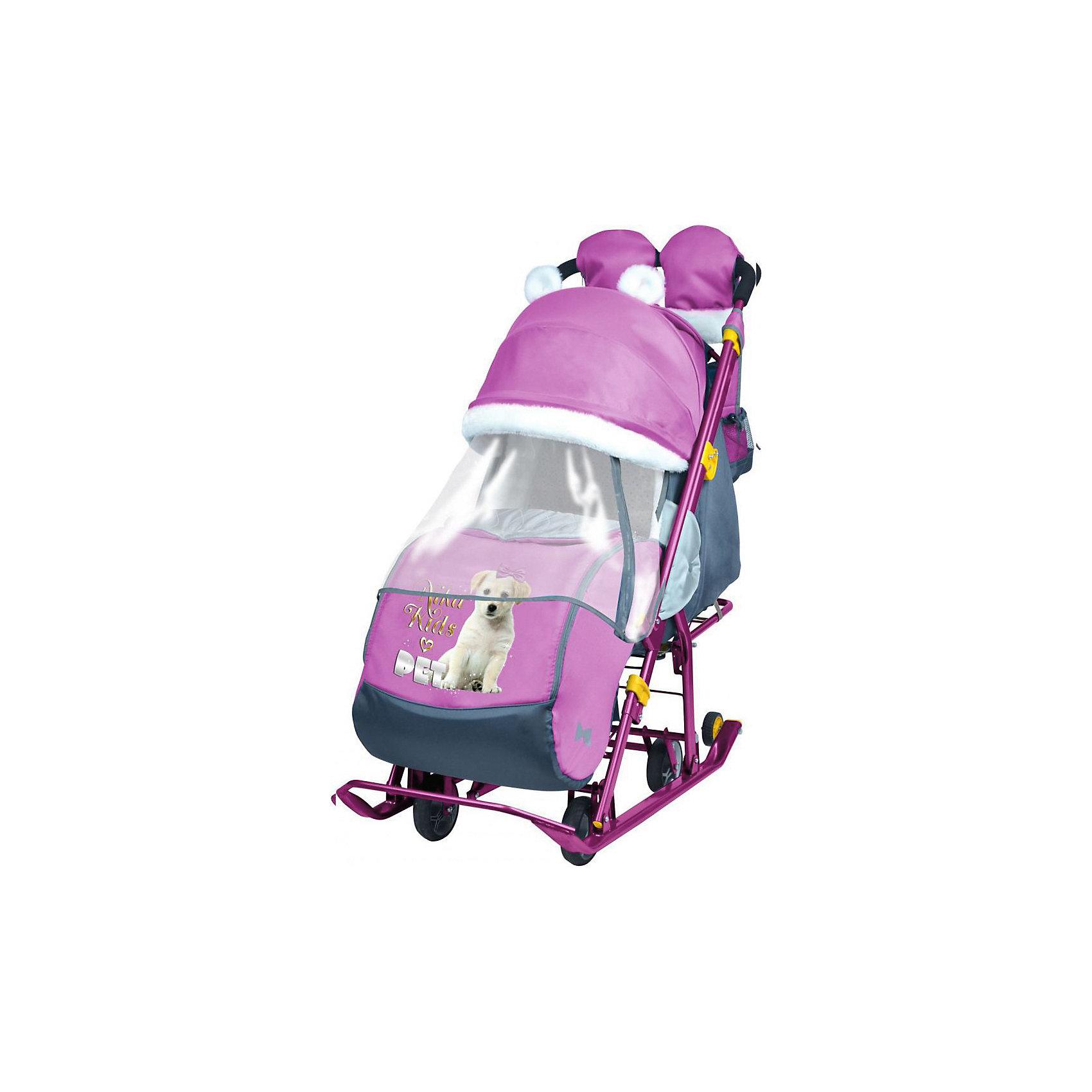 Санки-коляска Ника детям  7-2 (2017), Dog, орхидеяС колесиками<br>Санки-коляска Ника детям  7-2 (2017), Dog, орхидея<br><br>Коляска комбинированная с трансформируемым кузовом позволяет передвигаться по любой дороге. Нажатием ноги на педаль опускаются колеса, и вы можете везти коляску по асфальту или по гладкому полу. Еще одно нажатие — коляска трансформируется в санки и снова скользить по снегу! Крыша, чехол для ножек и ушки на крыше отделаны мехом, на ручку коляски надеваются меховые рукавички для мамы. Яркие детские рисунки на чехле для ног с двумя молниями.<br><br>• механизм смены полозьев на колеса<br>• плоские полозья 40 мм с большими обрезиненными колесами<br>• пятиточечный ремень безопасности<br>• складной высокий трехсекционный козырек с декоративными ушками<br>• спинка регулируется до положения лежа<br>• подножка с регулируемым наклоном ног, позволяющая ребенку в положении лежа комфортно вытягивать ножки<br>• перекидная ручка<br>• чехол для ног с 2-мя молниями для удобного открывания с двух сторон<br>• широкое посадочное место 385 мм<br>• ширина полозьев 445 мм<br>• ширина колесной базы 280 мм<br>• высота санок на полозьях 1000 мм<br>• высота санок на колесах 1060 мм<br>• смотровое окошко для наблюдения за ребенком<br>• светоотражающий кант<br>• удобная, вместительная сумка с кармашками для полезных мелочей<br>• меховые рукавички для мамы<br>• размер в сложенном положении 1105х445х280 мм<br>• вес изделия 10,3 кг<br><br><br>В моделях 2017 года:<br>• новый дизайн сумки с кармашками для полезных мелочей<br>• съемный прозрачный тент от ветра и дождя с двумя молниями, крепится к чехлу коляски на пуговицу для исключения продувания<br>• возможность крепления тента на козырьке коляски с помощью пуговицы для удобства доступа к ребенку<br>• цветной каркас изделия<br>• цветной пластик<br><br>Санки-коляска Ника детям  7-2 (2017), Dog, орхидея, можно купить в нашем интернет-магазине.<br><br>Ширина мм: 1150<br>Глубина мм: 470<br>Высота мм: 460<br>Вес г: 11500<br>Цвет: фу