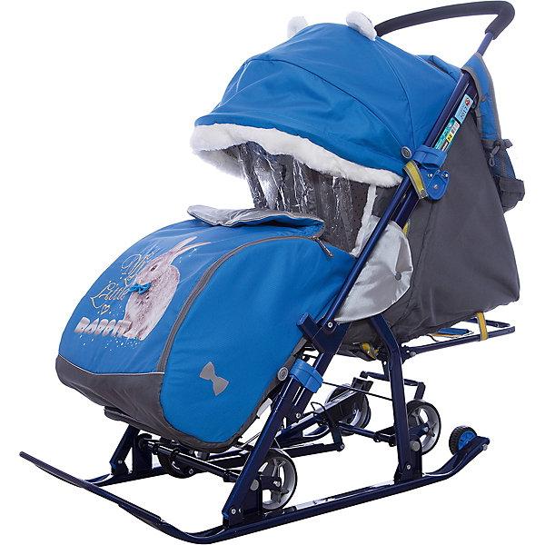 Санки-коляска Ника детям  7-2 (2017), Rabbitt, василекС колесиками<br>Санки-коляска Ника детям  7-2 (2017), Rabbitt, василек<br><br>Коляска комбинированная с трансформируемым кузовом позволяет передвигаться по любой дороге. Нажатием ноги на педаль опускаются колеса, и вы можете везти коляску по асфальту или по гладкому полу. Еще одно нажатие — коляска трансформируется в санки и снова скользит по снегу! Крыша, чехол для ножек и ушки на крыше отделаны мехом, на ручку коляски надеваются меховые рукавички для мамы. Яркие детские рисунки на чехле для ног с двумя молниями.<br><br>• механизм смены полозьев на колеса<br>• плоские полозья 40 мм с большими обрезиненными колесами<br>• пятиточечный ремень безопасности<br>• складной высокий трехсекционный козырек с декоративными ушками<br>• спинка регулируется до положения лежа<br>• подножка с регулируемым наклоном ног, позволяющая ребенку в положении лежа комфортно вытягивать ножки<br>• перекидная ручка<br>• чехол для ног с 2-мя молниями для удобного открывания с двух сторон<br>• широкое посадочное место 385 мм<br>• ширина полозьев 445 мм<br>• ширина колесной базы 280 мм<br>• высота санок на полозьях 1000 мм<br>• высота санок на колесах 1060 мм<br>• смотровое окошко для наблюдения за ребенком<br>• светоотражающий кант<br>• удобная, вместительная сумка с кармашками для полезных мелочей<br>• меховые рукавички для мамы<br>• размер в сложенном положении 1105х445х280 мм<br>• вес изделия 10,3 кг<br>• длина спального места 910 мм<br><br><br>В моделях 2017 года:<br>• новый дизайн сумки с кармашками для полезных мелочей<br>• съемный прозрачный тент от ветра и дождя с двумя молниями, крепится к чехлу коляски на пуговицу для исключения продувания<br>• возможность крепления тента на козырьке коляски с помощью пуговицы для удобства доступа к ребенку<br>• цветной каркас изделия<br>• цветной пластик<br><br>Санки-коляска Ника детям  7-2 (2017), Rabbitt, василек, можно купить в нашем интернет-магазине.<br>Ширина мм: 1150; Глубина мм: 470; Высот