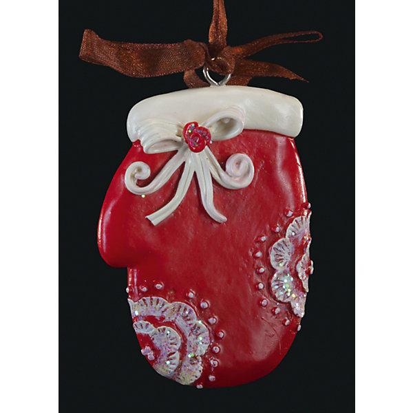 Украшение на елку ErichKrause Варежка узорная, 7 смЁлочные игрушки<br>Характеристики:<br><br>• размер: 7 см.<br>• вес: 30 гр.<br><br>Сочетание красного и белого цветов - одно из самых популярных среди новогодних украшений. Красная варежка с белой опушкой и белым бантиком символизирует домашний уют. Отличительной особенностью этого изделия является тонко прорисованный орнамент.<br><br>Украшение оснащено красивой ленточкой с помощью, которой его можно подвесить в любом понравившемся месте. Но, конечно же, удачнее всего такая игрушка будет смотреться на праздничной елке.<br><br>Новогодние украшения приносят в дом волшебство и ощущение праздника. Создайте в своем доме атмосферу веселья и радости, украшая всей семьей новогоднюю елку нарядными игрушками, которые будут из года в год накапливать теплоту воспоминаний.<br><br>Украшение ВАРЕЖКА узорная 7см можно купить в нашем интернет-магазине.<br>Ширина мм: 50; Глубина мм: 10; Высота мм: 70; Вес г: 30; Возраст от месяцев: -2147483648; Возраст до месяцев: 2147483647; Пол: Унисекс; Возраст: Детский; SKU: 7132469;