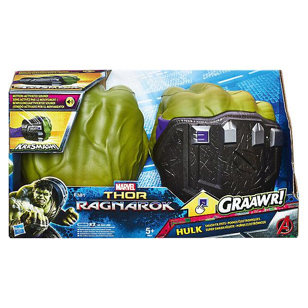 Интерактивные кулаки Халка Hasbro Marvel AvengersДругие наборы<br>Характеристики:<br><br>• тип игрушки: интерактиная;<br>• возраст: от 5 лет;<br>• вес: 550 гр; <br>• материал: пластик, металл;<br>• тип батареек: 2 x AAA / LR0.3 1.5V (мизинчиковые);<br>• наличие батареек: входят в комплект;<br>• упаковка: картонная коробка  открытого типа;<br>• размер: 12х36х20 см;<br>• бренд: Hasbro.<br><br>Интерактивные Кулаки Халка, Hasbro подарят мальчику возможность примерить роль одного из самых узнаваемых персонажей вселенной Marvel и ощутить его невероятную мощь.<br><br>Игрушка Hulk Smash FX Fists обладает звуковым модулем, благодаря которому каждый сокрушительный удар и взмах кулаком сопровождается потрясающими звуковыми эффектами. Великолепный набор Thor: Ragnarok позволит поклоннику вселенной Марвел почувствовать себя настоящим супергероем любимых комиксов.<br><br>Интерактивные Кулаки Халка, Hasbro можно купить в нашем интернет-магазине.<br>Ширина мм: 127; Глубина мм: 368; Высота мм: 203; Вес г: 550; Возраст от месяцев: 60; Возраст до месяцев: 2147483647; Пол: Мужской; Возраст: Детский; SKU: 7137796;