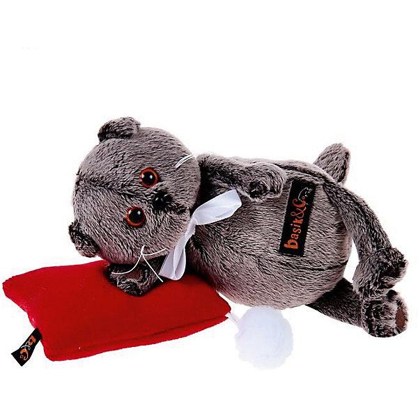 Мягкая игрушка Budi Basa Кот Басик в бабочке на красной подушке, 18 смМягкие игрушки-кошки<br>Характеристики товара:<br><br>• возраст: от 3 лет;<br>• материал: текстиль, искусственный мех;<br>• в комплекте: игрушка, подушка;<br>• высота игрушки: 18 см;<br>• размер упаковки: 22х15х11 см;<br>• вес упаковки: 320 гр.;<br>• страна производитель: Россия.<br><br>Мягкая игрушка «Басик на красной подушке» Budi Basa - очаровательный пушистый котенок с добрыми глазками. Басик отдыхает на мягкой подушечке. На самом котике белая атласная бабочка. Игрушка выполнена из качественного безопасного материала, настолько приятного и мягкого, что ребенок будет брать с собой котенка в кроватку и спать в обнимку.<br><br>Мягкую игрушку «Басик на красной подушке» Budi Basa можно приобрести в нашем интернет-магазине.<br><br>Ширина мм: 22<br>Глубина мм: 15<br>Высота мм: 11<br>Вес г: 320<br>Возраст от месяцев: 36<br>Возраст до месяцев: 84<br>Пол: Женский<br>Возраст: Детский<br>SKU: 7143354