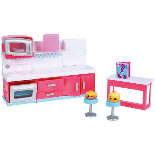 Игровой набор Moose Shopkins Chef Club, Веселая кухняИгровые наборы с фигурками<br>Характеристики товара:<br><br>• возраст: от 5 лет;<br>• материал: пластик;<br>• упаковка: картонная коробка;<br>• размер упаковки: 34,5х23х12 см.;<br>• вес: 1,1 кг.;<br>• наименование бренда, страна бренда: Moose (Мус), Австралия;<br>• страна изготовитель: Китай.<br><br>Набор «Веселая кухня» Shopkins - является самым большим набором из серии «Кулинарный клуб» популярной линии детских игрушек от знаменитого бренда Moose. <br><br>Кухонная плита и духовка, микроволновая печь и многочисленные ящики, выдвижная разделочная доска - это лишь малая часть того, с чем ребенок может играть. Помимо прочего, в данный набор входят две эксклюзивные фигурки: Chocolate Cake Jake и Valentina Vanilla Cake! Это именно те ингредиенты, которые понадобятся ребенку для приготовления загадочного кулинарного шедевра из книги рецептов.<br><br>Полностью обставленная кухня со множеством приборов и аксессуаров делают ее такой реалистичной, что оторваться от нее просто невозможно Фигурки и аксессуары «Shopkins» изготовлены из высококачественных материалов, безопасных для детского здоровья.<br><br>Персонажи из этого набора могут оживать на экранах ваших смартфонов, необходимо лишь скачать бесплатное приложение Shopkins: Chef Club и просканировать QR-код фигурки. <br><br>Набор «Веселая Кухня» Shopkins, Moose (Мус) можно купить в нашем интернет-магазине.<br><br>Ширина мм: 345<br>Глубина мм: 120<br>Высота мм: 230<br>Вес г: 1085<br>Возраст от месяцев: 60<br>Возраст до месяцев: 2147483647<br>Пол: Женский<br>Возраст: Детский<br>SKU: 7143850