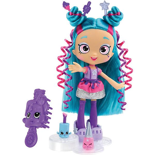 Мини-кукла Moose Shopkins Shoppies Цветочная Поли Полиш, 15 смКуклы<br>Характеристики товара:<br><br>• возраст: от 5 лет;<br>• высота куклы:  15 см;<br>• материал: пластик;<br>• упаковка: картонная коробка;<br>• размер упаковки: 17х27х6 см.;<br>• вес: 240 гр.;<br>• наименование бренда, страна бренда: Moose (Мус), Австралия;<br>• страна изготовитель: Китай.<br><br>Кукла Shoppies «Поли Полиш (Polli Polish)» - это игровой набор из очаровательная куклы с удивиельными волосами, расчески, а также 2 фигурок Shopkins. В набор также входит специальная подставка, на которую можно установить куклу. <br><br>Кукла по имени Поли Полиш станет доброй подружкой маленькой девочке. Они смогут устроить замечательные игры, используя различные аксессуары, которые входят в комплект.<br> <br>С помощью игрушек от знаменитого бренда Moose можно собирать большую коллекцию и придумывать различные интересные сюжеты для игры с ними. Они изготовлены из высококачественных материалов, безопасных для детского здоровья. <br><br>Игры с куклами прекрасно развивают мелкую моторику рук, внимательность, образное мышление, познавательный интерес, обогащают словарный запас.<br><br>Куклу Shoppies « Поли Полиш (Polli Polish)», 15 см., Moose (Мус) можно купить в нашем интернет-магазине.<br><br>Ширина мм: 170<br>Глубина мм: 67<br>Высота мм: 270<br>Вес г: 240<br>Возраст от месяцев: 60<br>Возраст до месяцев: 2147483647<br>Пол: Женский<br>Возраст: Детский<br>SKU: 7143852