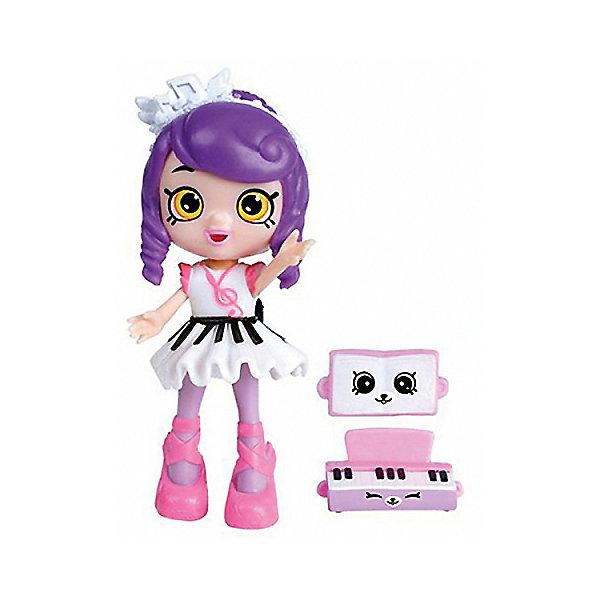Мини-кукла Moose Shopkins Счастливые места Мелодина и фигурки Петкинс, 13 смShopkins<br>Характеристики товара:<br><br>• возраст: от 5 лет;<br>• высота куклы:  13 см;<br>• материал: пластик;<br>• упаковка: картонная коробка;<br>• размер упаковки: 14х16х4 см.;<br>• вес: 110 гр.;<br>• наименование бренда, страна бренда: Moose (Мус), Австралия;<br>• страна изготовитель: Китай.<br><br>Игровой набор с куклой Shoppie «Мелодина» - набор Happy Places от компании Moose включает в себя очаровательную куколку и 2 эксклюзивные фигурки Petkins.<br><br>Прелестная Мелодина - творческая личность, она любит играть на музыкальном инструменте и сочинять веселые песни. Комплект Shoppie также содержит подставку для куклы, ноты и восхитительный синтезатор, украшенные забавными мордашками.<br> <br>Все эти аксессуары позволят девочкам организовать веселую и увлекательную тематическую игру. Они изготовлены из высококачественных материалов, безопасных для детского здоровья. <br><br>Игры с куклами прекрасно развивают мелкую моторику рук, внимательность, образное мышление, познавательный интерес, обогащают словарный запас.<br><br>Игровой набор с куклой Shoppie «Мелодина», 13 см., Moose (Мус) можно купить в нашем интернет-магазине.<br><br>Ширина мм: 140<br>Глубина мм: 40<br>Высота мм: 160<br>Вес г: 110<br>Возраст от месяцев: 60<br>Возраст до месяцев: 2147483647<br>Пол: Женский<br>Возраст: Детский<br>SKU: 7143860