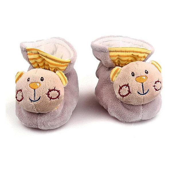 Пинетки с игрушкой-погремушкой Жирафики МишкиИгрушки для новорожденных<br>Характеристики товара:<br><br>• возраст: от 0 года;<br>• цвет:мультиколор;<br>• размер упаковки: 15х8х21 см.;<br>• состав: текстиль, синтетика, пластик;<br>• упаковка: блистер;<br>• вес в упаковке: 100 гр.;<br>• бренд, страна: Жирафики, Россия;<br>• страна-производитель: Китай.<br><br>Развивающая игрушка-тапочки «Мишки» от бренда «Жирафики» - забавные тапочки не только согреют маленькие ножки, но и надолго займут малыша. Одеть и снять тапочки очень непросто! Но это прекрасное упражнение для развития координации движений. <br><br>Ребенок будет с удовольствием рассматривать свою первую и очень забавную игрушку. Носы тапочек выполнены в виде мордочек забавных мишек, внутри которых находятся сферы, гремящие при тряске. <br><br>Игрушка направлена на развитие мыслительной деятельности, цветовосприятия, тактильных ощущений и мелкой моторики рук ребенка, а элемент погремушки способствует развитию слуха. Игрушка сделана из безопасных материалов, которые не вызовут у ребенка аллергии и раздражения.<br><br>Развивающую игрушку-тапочки «Мишки», Жирафики можно купить в нашем интернет-магазине.<br>Ширина мм: 150; Глубина мм: 80; Высота мм: 210; Вес г: 100; Возраст от месяцев: 6; Возраст до месяцев: 2147483647; Пол: Мужской; Возраст: Детский; SKU: 7195916;