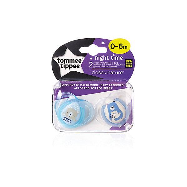 Силиконовые ночные пустышки Tommee Tippee Night Time Веселые животные 0-6 мес., 2 шт., голубыеСиликоновые пустышки<br>Характеристики:<br><br>• возраст: 0+;<br>• материал: силикон, пластик;<br>• размер упаковки: 11х10х5 см;<br>• упаковка: бокс на картонной подложке;<br>• количество: 2 шт. в упаковке;<br>• особенности: не содержат Бисфенол А;<br>• производитель: Tommee Tippee.<br><br>Ортодонтические пустышки со светящимся в темноте колечком легко найти ночью. Пустышки повторяют форму нёба малыша, способствуя здоровому развитию ротовой полости ребенка. Пустышки «Tommee Tippee» разработаны совместно с ведущими врачами-стоматологами. В производстве используется медицинский силикон высшего качества.<br><br>Пустышки декорированы рисунками забавных животных, их удобно держать маленькими ручками. Благодаря уникальной форме пустышки легко мыть и стерилизовать.<br><br>В упаковке 2 шт.<br><br>Пустышки силиконовые, ночные «Веселые животные» 0-6 мес., 2 шт., (голубые), Tommee Tippee можно купить в нашем интернет-магазине.<br>Ширина мм: 25; Глубина мм: 55; Высота мм: 50; Вес г: 22; Цвет: синий; Возраст от месяцев: 0; Возраст до месяцев: 6; Пол: Унисекс; Возраст: Детский; SKU: 7196618;