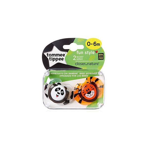 Силиконовые пустышки Tommee Tippee AnyTime Панда и Тигренок, 0-6 мес., 2 шт.Пустышки<br>Характеристики:<br><br>• возраст: 0+;<br>• материал: силикон, пластик;<br>• размер упаковки: 11,7х10х5 см;<br>• упаковка: блистер на картоне;<br>• количество: 2 шт. в упаковке;<br>• особенности: не содержат Бисфенол А;<br>• производитель: Tommee Tippee.<br><br>Силиконовые пустышки повторяют форму нёба малыша, способствуя здоровому развитию ротовой полости ребенка. Пустышки «AnyTime» разработаны совместно с ведущими врачами-стоматологами. В производстве используется медицинский силикон высшего качества.<br><br>Пустышки декорированы рисунками забавных животных, их удобно держать маленькими ручками. Благодаря уникальной форме пустышки легко мыть и стерилизовать.<br><br>В упаковке 2 шт.<br><br>Силиконовые пустышки «Веселые животные. Панда/Тигренок» AnyTime 0-6 мес., 2 шт., Tommee Tippee можно купить в нашем интернет-магазине.<br>Ширина мм: 25; Глубина мм: 55; Высота мм: 50; Вес г: 22; Цвет: синий; Возраст от месяцев: 0; Возраст до месяцев: 6; Пол: Унисекс; Возраст: Детский; SKU: 7196657;