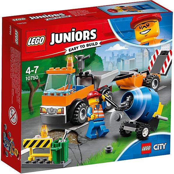 Конструктор LEGO Juniors 10750: Грузовик дорожной службыLEGO Juniors<br>Характеристики товара:<br><br>• возраст: от 4 лет;<br>• серия LEGO: Juniors;<br>• материал: пластик;<br>• количество деталей: 73 шт.;<br>• количество минифигурок: 1;<br>• в наборе: грузовик, лопата, мусорное ведро, рыба, ограждение, каска, бетономешалка, элементы асфальта;<br>• размер грузовика: 6х18х5 см;<br>• размер упаковки: 19х26х4 см;<br>• вес упаковки: 150 гр.;<br>• страна бренда: Дания.<br><br>Конструктор LEGO Juniors: «Грузовик дорожной службы» содержит все необходимые элементы для создания сцены на дороге. Рабочему необходимо отремонтировать поврежденный участок асфальта, в чем ему помогает дорожная техника и инструменты.<br><br>Элементы конструктора выполнены в ярких цветах из безопасного и прочного пластика.<br><br>Особенности и функционал:<br><br>• бетономешалка крутится;<br>• прицеп грузовика съемный;<br>• подходит для использования с другими наборами серии LEGO Juniors.<br><br>Конструктор LEGO Juniors 10750: «Грузовик дорожной службы» можно купить в нашем интернет-магазине.<br>Ширина мм: 158; Глубина мм: 142; Высота мм: 48; Вес г: 149; Возраст от месяцев: 48; Возраст до месяцев: 84; Пол: Мужской; Возраст: Детский; SKU: 7221449;