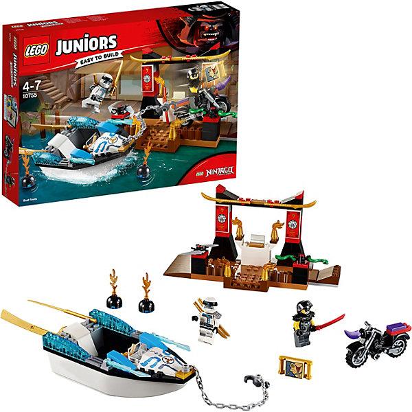 Конструктор LEGO Juniors 10755: Погоня на моторной лодке ЗейнаLEGO Juniors<br>Характеристики товара:<br><br>• возраст: от 4 лет;<br>• серия LEGO: Juniors;<br>• материал: пластик;<br>• количество деталей: 131 шт.;<br>• количество минифигурок: 2;<br>• в наборе: лодка, мотоцикл, мечи, шлем;<br>• размер храма: 9х19х8 см;<br>• размер упаковки: 19х26х4 см;<br>• вес упаковки: 316 гр.;<br>• страна бренда: Дания.<br><br>Конструктор LEGO Juniors: «Погоня на моторной лодке Зейна» содержит все необходимые элементы для создания сцены погони на воде и суше. Преспешник Гармадона собрался напасть на храм, но Зейн уже готов догнать и сразиться с врагом.<br><br>Элементы конструктора выполнены в ярких цветах из безопасного и прочного пластика.<br><br>Особенности и функционал:<br><br>• лодка может плавать на воде;<br>• цепью с крюком можно зацепить мотоцикл;<br>• огненные бомбы могут плавать на воде;<br>• карта размещается на руле лодки;<br>• подходит для использования с другими наборами серии LEGO Juniors.<br><br>Конструктор LEGO Juniors 10755: «Погоня на моторной лодке Зейна» можно купить в нашем интернет-магазине.<br>Ширина мм: 263; Глубина мм: 190; Высота мм: 55; Вес г: 310; Возраст от месяцев: 48; Возраст до месяцев: 84; Пол: Мужской; Возраст: Детский; SKU: 7221453;