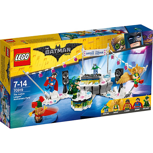 Конструктор LEGO Batman Movie 70919: Вечеринка Лиги СправедливостиLEGO Batman Movie<br>Характеристики товара:<br><br>• возраст: от 7 лет;<br>• серия LEGO: Batman Movie;<br>• материал: пластик;<br>• количество деталей: 267 шт.;<br>• в наборе: платформа с диджейским пультом, украшениями и поворотной площадкой, плакат, аксессуары;<br>• количество минифигурок: 5;<br>• размер платформы: 12х24х14 см;<br>• размер упаковки: 19х35х5 см;<br>• вес упаковки: 405 гр.;<br>• страна бренда: Дания.<br><br>Из конструктора LEGO Batman Movie: «Вечеринка Лиги Справедливости» можно собрать игровую сцену, в которой Супермен, Девушка-Ястреб, Эль-Дорадо, Зеленая стрела и Чудо-Пес отмечают очередную победу над силами зла.<br><br>Герои устроили вечеринку, где есть все необходимое: громкая музыка из инамиков, место для диджея, небольшая сцена и гирлянды. <br><br>Набор открывает простор для фантазии ребенка. Элементы конструктора детализированы, выполнены в ярких цветах из безопасного и прочного пластика.<br><br>Особенности и функционал:<br><br>• вращающиеся колонки;<br>• имеется место для фигурки за диджейским пультом;<br>• вращающаяся платформа перед диджейским пультом;<br>• конструктор выполнен по мотивам фильма о супергероях «Лига Справедливости»;<br>• подходит для использования с другими наборами серии LEGO Batman Movie.<br><br>Конструктор LEGO Batman Movie 70919: «Вечеринка Лиги Справедливости» можно купить в нашем интернет-магазине.<br>Ширина мм: 355; Глубина мм: 190; Высота мм: 65; Вес г: 407; Возраст от месяцев: 84; Возраст до месяцев: 168; Пол: Мужской; Возраст: Детский; SKU: 7221531;