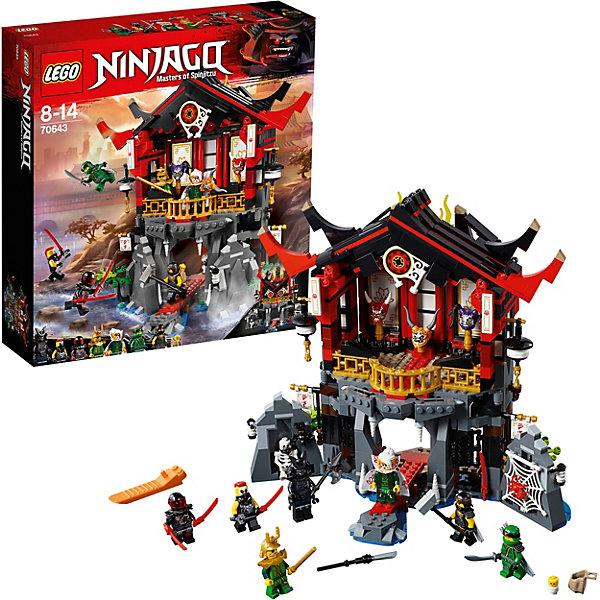Конструктор LEGO Ninjago 70643: Храм воскресенияLEGO NINJAGO<br>Характеристики товара:<br><br>• возраст: от 8 лет;<br>• серия LEGO: Ninjago;<br>• материал: пластик;<br>• количество деталей: 765 шт.;<br>• количество минифигурок: 9;<br>• в наборе: храм, паутина с пауком, молот Коула, 2 катаны Коула, меч и две катаны Ллойда, шест Хатчинса, 4 катаны Мистера Э и Измельчителя, гаечный ключ, ящик, копье, маска кендо, 1 флаг с флагштоком;<br>• размер упаковки: 37х35х9 см;<br>• вес упаковки: 1,26 кг.;<br>• страна бренда: Дания.<br><br>Собранный конструктор LEGO Ninjago: «Храм воскресения» представляет сцену, в которой отважные ниндзя пришли в храм Гармадона, чтобы сразиться с его сынами и завладеть артефактами.<br><br>В распоряжении ребенка окажутся 9 фигурок персонажей: Коул, Ллойд, Харуми, Хатчинс, Мистер Э, Измельчитель и Лорд Гармадон, таинственный малыш. Кроме того, у героев есть холодное оружие, а в храме скрыты тайники.<br><br>Детализированный набор открывает простор для воображения ребенка. Конструктор выполнен из прочного безопасного пластика.<br><br>Особенности и функционал:<br><br>• двери храма открываются;<br>• функция проваливающегося пола ;<br>• крыша храма рушится, за ней скрывается фигурка Гармадона;<br>• подходит для использования с другими наборами серии LEGO Ninjago.<br><br>Конструктор LEGO Ninjago 70643: «Храм воскресения» можно купить в нашем интернет-магазине.<br>Ширина мм: 379; Глубина мм: 355; Высота мм: 96; Вес г: 1257; Возраст от месяцев: 96; Возраст до месяцев: 168; Пол: Мужской; Возраст: Детский; SKU: 7221549;