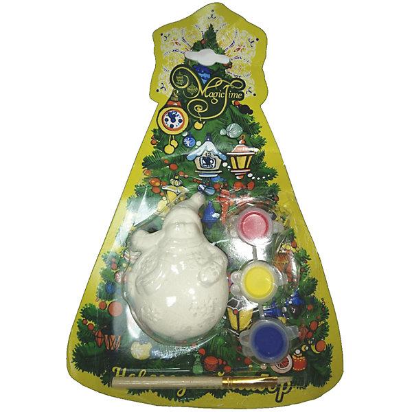 Новогодний набор для росписи Magic Time Снеговик кругленькийНовогодние наборы для творчества<br>Характеристики:<br>• возраст: от 2 лет;<br>• краски: акварельные;<br>• материал: доломитовая глина;<br>• размер: 8х5х5 см;<br>• вес: 78 гр;<br>• страна производитель: Китай;<br>• бренд: Magic Time;<br>• тип упаковки: блистерная.<br>Новогодний набор для творчества СНЕГОВИК КРУГЛЕНЬКИЙ бренда Magic Time – это небольшая и легкая фигурка снеговичка из белой доломитовой глины. В набор так же входят три цвета акварельных красок (синие, желтые и красные) и тонкая кисть из искусственного меха. Такой набор станет хорошим новогодним подарком для ребенка. Кроме того, впоследствии вы сможете подарить ребенку целую коллекцию таких игрушек и раскрасить их в одной цветовой гамме. Такими игрушками в последствии можно украсить как новогоднюю елку, так и задекорировать детали дома.<br>Цвета красок можно смешивать, тем самым получая новые и неожиданные оттенки, это поможет ребенку развить творческое мышление. Так как в наборе три базовых цвета – у ребенка будет много комбинаций, и все новые цвета так же будут яркими и насыщенными. Снеговичок завладеет вниманием ребенка на долгое время и поможет ему стать более усидчивым. Такая игрушка станет отличным подарком для ребенка от двух лет.<br>Игрушка и краски выполнены из экологически чистых материалов, которые не повредят ребенку и являются гипоаллергенными. Все материалы прошли тестирование и соответствуют ГОСТам. Благодаря блистерной упаковке появится возможность отправить подарок почтой – с ним ничего не случится.<br>Новогодний набор для творчества СНЕГОВИК КРУГЛЕНЬКИЙ можно купить в нашем интернет-магазине.<br>Ширина мм: 80; Глубина мм: 40; Высота мм: 40; Вес г: 78; Возраст от месяцев: 24; Возраст до месяцев: 2147483647; Пол: Унисекс; Возраст: Детский; SKU: 7223790;
