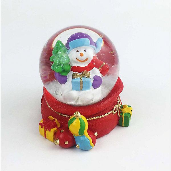 Снежный шар Magic Time Снеговик с подаркомНовинки Новый Год<br>Характеристики:<br>• возраст: от 2 лет;<br>• материал: полирезина;<br>• материал шара: стекло;<br>• размер: 6х6х6 см;<br>• вес: 120 гр;<br>• страна производитель: Китай;<br>• бренд: Magic Time;<br>• тип упаковки: блистерная.<br>Новогодняя фигурка из полирезины с водяным шаром из стекла бренда Magic Time – это оригинальный подарок, который станет украшением интерьера любого дома. Игрушка изготовлена из безопасной для здоровья полирезины. Шар сделан из толстого стекла, которое не просто разбить, по этому такую игрушку смело можно давать детям от двух лет.<br>На цветной основе из новогодних подарков установлен стеклянный шар, внутри которого снеговичок держит большой мешок с подарками. При движении внутри шара начинает кружиться искусственный снег. Именно из-за этого эффекта статуэтки с шаром стали популярны во всем мире. Такая статуэтка станет хорошим новогодним подарком для ребенка. Кроме того, впоследствии вы сможете подарить целую коллекцию таких игрушек.<br>Так же статуэтка может стать отличным сувенирным подарком не только детям, но и взрослым. Благодаря плотной упаковку при ударе игрушка не сломается, а это значит, что статуэтку можно смело отправлять почтой. Стеклянный шар не повредится, при этом основа из твердой полирезины так же останется целой.<br>Новогоднюю фигурку из полирезины с водяным шаром из стекла можно купить в нашем интернет-магазине.<br><br>Ширина мм: 60<br>Глубина мм: 60<br>Высота мм: 60<br>Вес г: 120<br>Возраст от месяцев: 24<br>Возраст до месяцев: 2147483647<br>Пол: Унисекс<br>Возраст: Детский<br>SKU: 7223795