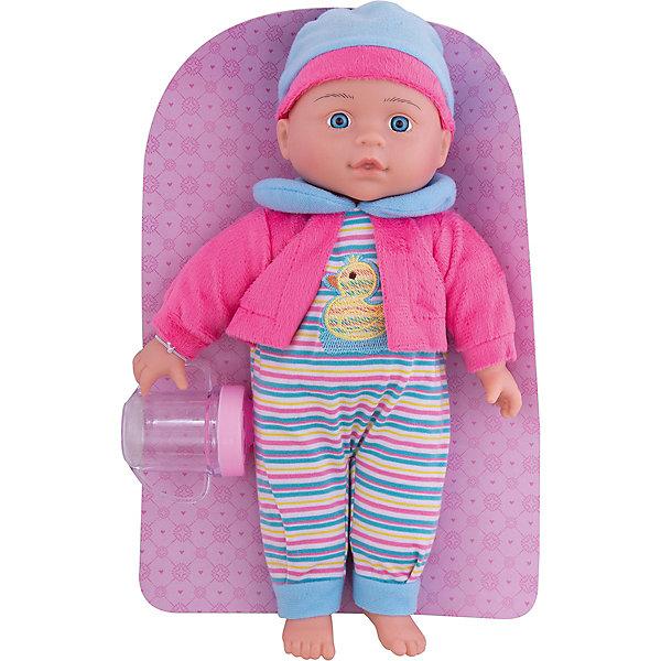 Кукла Полли Милый болтун, 33 см, м-н, озвуч., рюкзакКуклы<br>Кукла Полли с мягконабивным телом, твердыми ручками и ножками. Куколка очень похожа на настоящего малыша! Если нажать Полли на животик, она будет смеяться, плакать, весело агукать или звать маму и папу. Кукла одета в яркий полосатый комбенизон с принтом в виде утенка, в кофту и в шапочку. В комплекте - бутылочка-поильник. Кукла упакована в фирменный рюкзак, благодаря которому ее будет удобно брать с собой на прогулку или в гости! Игрушка изготовлена из пластмассы и ПВХ с элементами текстиля. Работает от 3-х батареек типа AG13 (входят в комплект). Перед началом игры необходимо удалить картонную заглушку рядом с отсеком для элементов питания. Высота куклы: 33 см. Рекомендованный возраст: 3 года +.<br><br>Ширина мм: 9999<br>Глубина мм: 9999<br>Высота мм: 9999<br>Вес г: 440<br>Возраст от месяцев: 36<br>Возраст до месяцев: 2147483647<br>Пол: Женский<br>Возраст: Детский<br>SKU: 7240512