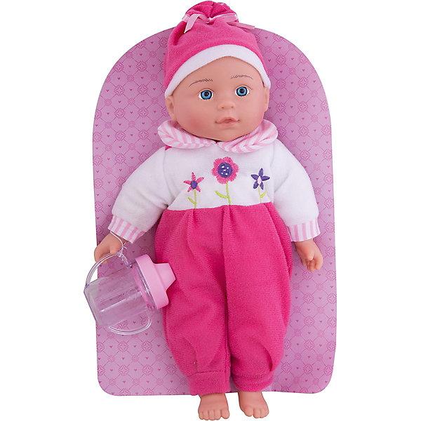 Кукла Полли Милый болтун, 33 см, м-н, озвуч., рюкзакКуклы<br>Кукла Полли с мягконабивным телом, твердыми ручками и ножками. Куколка очень похожа на настоящего малыша! Если нажать Полли на животик, она будет смеяться, плакать, весело агукать или звать маму и папу. Кукла одета в симпатичный комбенизон с цветочным принтом, а на голове у нее - милая шапочка. В комплекте - бутылочка-поильник. Кукла упакована в фирменный рюкзак. Игрушка изготовлена из пластмассы и ПВХ с элементами текстиля. Работает от 3-х батареек типа AG13 (входят в комплект). Перед началом игры необходимо удалить картонную заглушку рядом с отсеком для элементов питания. Высота куклы: 33 см. Рекомендованный возраст: 3 года +.<br><br>Ширина мм: 210<br>Глубина мм: 80<br>Высота мм: 350<br>Вес г: 440<br>Возраст от месяцев: 36<br>Возраст до месяцев: 2147483647<br>Пол: Женский<br>Возраст: Детский<br>SKU: 7240513