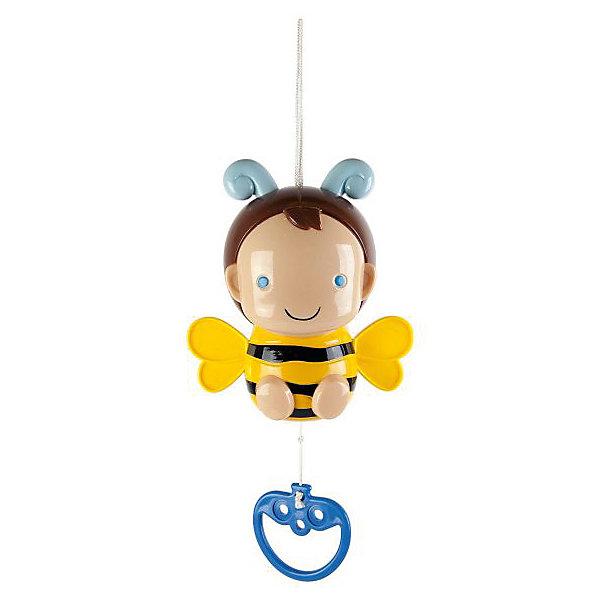 Музыкальная подвеска Пчёлка СофиИгрушки для новорожденных<br>Такую музыкальную игрушку в виде пчелки можно подвесить на спинку кроватки или на ручку детского кресла. Для включения музыки потяните одной рукой за колечко вниз, максимально вытянув шнур из игрушки и придерживая игрушку другой рукой. Игрушка действует по принципу музыкальной шкатулки. Во время звучания мелодии у пчелки шевелятся рожки и и крылышки. Игрушка развивает слуховые ощущения, а также способность фокусировать взгляд на объекте.<br><br>Ширина мм: 165<br>Глубина мм: 75<br>Высота мм: 220<br>Вес г: 230<br>Возраст от месяцев: 36<br>Возраст до месяцев: 2147483647<br>Пол: Унисекс<br>Возраст: Детский<br>SKU: 7240529