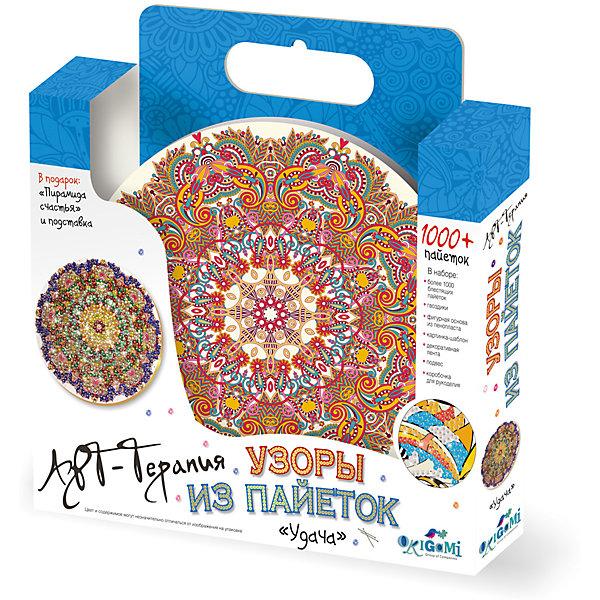 Мозаика из пайеток Origami Арт-терапия Удача, 1000 пайетокМозаика детская<br>Характеристики товара:<br><br>• возраст: от 8 лет;<br>• пол: для девочек;<br>• комплект: 1000 пайеток, гвоздики, фигурная основа, картинка-шаблон, декоративная лента, подвес, коробочка для рукоделия; <br>• из чего сделана игрушка (состав): пластик, текстиль, пенопласт, полимер, картон, металл;<br>• размер упаковки: 5х28х31 см.;<br>• упаковка: картонная коробка открытого типа;<br>• страна обладатель бренда: Россия.<br><br>Мозаика из пайеток «Арт-терапия: Удача» от бренда Origami поможет отлично провести время за увлекательным рукоделием и немного отвлечься от повседневных забот. «Арт-терапия: Удача» <br><br>Набор представляет собой фигурную основу со схематичной заготовкой будущего узора, картинку-шаблон, 1000 разноцветных пайеток, гвоздики, ленту для декора, подвес и подробную инструкцию.<br><br>Для комфорта во время творческого процесса в наборе также имеется специальная коробочка. <br><br>Ребенку и взрослому человеку предлагается составить великолепную сверкающую мозаику, которая станет прекрасным украшением любого интерьера и предметом гордости своего создателя.<br><br>Мозаику из пайеток «Арт-терапия: Удача» можно купить в нашем интернет-магазине.<br>Ширина мм: 310; Глубина мм: 285; Высота мм: 45; Вес г: 200; Возраст от месяцев: 96; Возраст до месяцев: 2147483647; Пол: Унисекс; Возраст: Детский; SKU: 7240736;