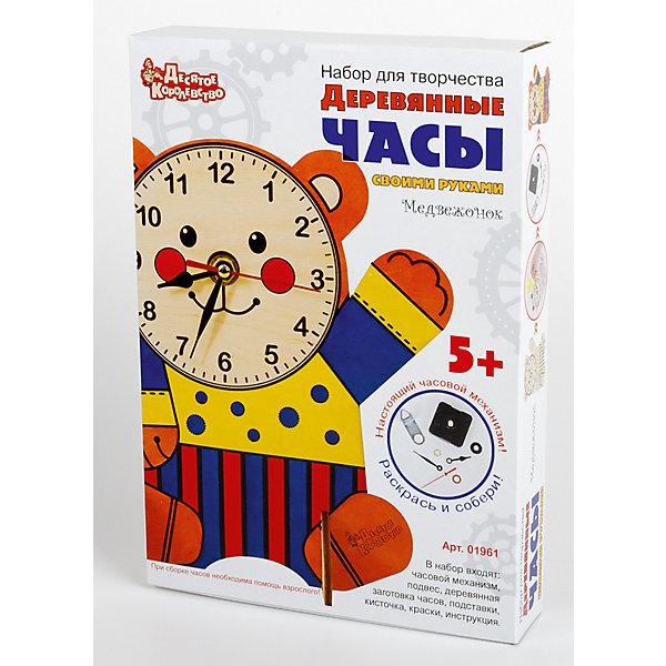 Набор для творчества. Деревянные часы своими руками (с красками). МедвежонокДеревянные модели<br>Характеристики:<br><br>• возраст: 5+;<br>• материал: дерево;<br>• размер упаковки: 19,5х28х4,7 см;<br>• масса: 250 г.<br><br>Мальчики и девочки создадут оригинальные часы с настоящим механизмом с помощью набора для детского творчества.  <br><br>В набор входит: <br>• деревянная заготовка для часов;<br>• набор для раскрашивания: кисть, желтая, красная и синяя акриловая краска;<br>• часовой механизм со стрелками;<br>• инструкция.<br><br>Использовать набор рекомендуется под наблюдением взрослых.  Последовательность и техника работы подробно описана в инструкции. Для работы часов необходимо установить батарейку «АА» (в комплект не входят), соблюдая полярность, и выставить точное время.<br><br>Набор для творчества. Деревянные часы своими руками (с красками) «Медвежонок», «Десятое королевство» можно купить в нашем интернет-магазине.<br><br>Ширина мм: 280<br>Глубина мм: 195<br>Высота мм: 47<br>Вес г: 250<br>Возраст от месяцев: 60<br>Возраст до месяцев: 2147483647<br>Пол: Унисекс<br>Возраст: Детский<br>SKU: 7245639