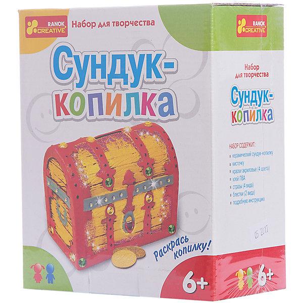 Набор для творчества «Сундук-копилка»Наборы для росписи<br>Характеристики товара:<br><br>• возраст: от 6 лет;<br>• материал: керамика, клей, пластик, краски, бумага;<br>• размер упаковки: 18х15х8 см.;<br>• упаковка: картонная коробка;<br>• вес в упаковке: 430 гр.;<br>• бренд, страна: Ranok Creative, Украина.<br><br>Набор для творчества «Сундук-копилка» от бренда Ranok Creative предоставляет ребенку возможность заняться творческой деятельностью. Керамический сундук можно раскрасить по инструкции или по своему вкусу. <br><br>В наборе есть все необходимое, однако ничто не мешает использовать свои краски, чтобы сделать сундук непохожим на остальные. Его можно украсить также стразами и блестками, чтобы сделать сундук похожим на хранилище настоящих сокровищ!<br><br>При помощи набора для творчества ребенку можно привить интерес к рисованию, это разовьет в нем аккуратность и внимательность к деталям.<br><br>Набор для творчества «Сундук-копилка», Ranok Creative можно купить в нашем интернет-магазине.<br><br>Ширина мм: 150<br>Глубина мм: 80<br>Высота мм: 180<br>Вес г: 430<br>Возраст от месяцев: 72<br>Возраст до месяцев: 180<br>Пол: Унисекс<br>Возраст: Детский<br>SKU: 7252910
