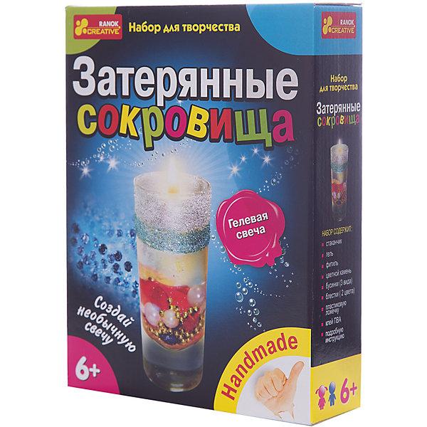 Набор для творчества «Затерянные сокровища»Наборы для создания свечей<br>Характеристики товара:<br><br>• возраст: от 6 лет;<br>• материал:  стекло, пластик, гель;<br>• размер упаковки: 17х22х5 см.;<br>• упаковка: картонная коробка;<br>• вес в упаковке: 225 гр.;<br>• бренд, страна: Ranok Creative, Украина.<br><br>Набор для творчества «Затерянные сокровища» от бренда Ranok Creative поможет ребенку создать гелевую свечку, и приобрести стильный аксессуар, который будет украшать любую комнату. <br><br>Свеча получится прозрачной, а внутри нее на разноцветном блестящем песке будут покоиться декоративные сокровища и миниатюрные бусинки. Как и в обычной свече, внутри здесь имеется фитиль. При желании можно зажечь свечу, но гораздо лучше сохранить ее в первозданном виде, чтобы иметь возможность любоваться результатом своей работы.<br><br>В комплекте: стаканчик, гель, фитиль, шприц, ложечка, крышка-заглушка, разноцветные бусинки, цветной песок, искусственный цветок, инструкция. <br><br>Рекомендуемый возраст: от 6 лет, под наблюдением взрослых.<br><br>Набор для творчества «Затерянные сокровища», Ranok Creative можно купить в нашем интернет-магазине.<br>Ширина мм: 70; Глубина мм: 50; Высота мм: 220; Вес г: 225; Возраст от месяцев: 72; Возраст до месяцев: 180; Пол: Унисекс; Возраст: Детский; SKU: 7252913;