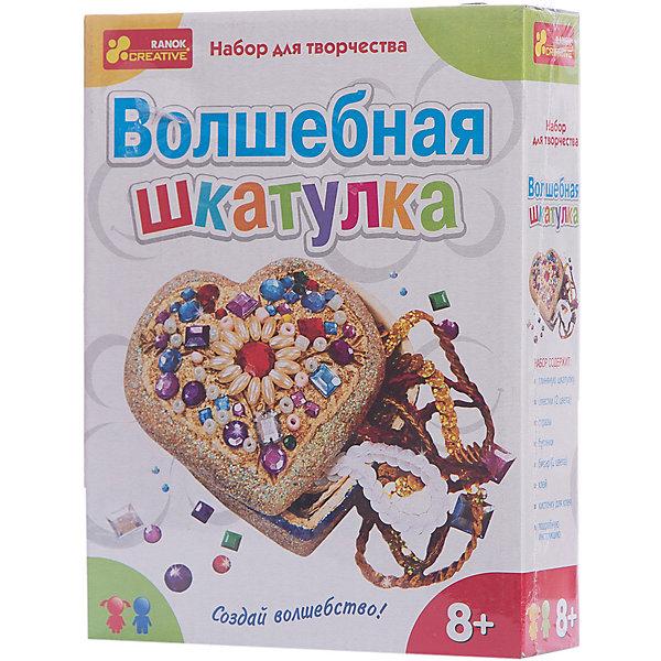 Набор для творчества «Волшебная шкатулка»Наборы стилиста и дизайнера<br>Характеристики товара:<br><br>• возраст: от 6 лет;<br>• материал: керамика, пластик;<br>• размер упаковки: 17х22х5 см.;<br>• упаковка: картонная коробка;<br>• вес в упаковке: 205 гр.;<br>• бренд, страна: Ranok Creative, Украина.<br><br>Набор для творчества «Волшебная шкатулка» от бренда Ranok Creative порадует девочек-мастериц, у которых уже накопилось немало всевозможных драгоценностей и их надо где-то красиво хранить. Глиняная шкатулка отлично подойдет для этого. Надо только украсить ее на свой вкус. <br><br>Для этого в комплекте есть все необходимое: глиняная шкатулка, блестки (2 вида), стразы, бусинки, бисер, клей, кисточка, инструкция. <br><br>Рекомендуемый возраст: от 6 лет, под наблюдением взрослых.<br><br>Набор для творчества «Волшебная шкатулка», Ranok Creative можно купить в нашем интернет-магазине.<br><br>Ширина мм: 170<br>Глубина мм: 50<br>Высота мм: 220<br>Вес г: 205<br>Возраст от месяцев: 72<br>Возраст до месяцев: 180<br>Пол: Унисекс<br>Возраст: Детский<br>SKU: 7252914