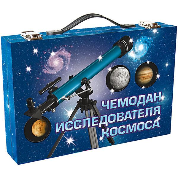 Чемодан исследователя космосаАстрономия<br>Характеристики товара:<br><br>• возраст: от 3 лет;<br>В комплекте:<br>• 2 книги  24 стр и 48 стр. цветными иллюстрациями;<br>• настоящая подзорная труба с 10-ти кратным увеличением и поляризацией; <br>• компоненты для сборки модели Солнечной системы;<br>• краски;<br>• компас; <br>• подвижная карта звездного неба;<br>• фонарик; <br>• настольная игра «Космическое путешествие» с игральным кубиком и 4-мя фишками-ракетами;<br>• размер упаковки: 22,5х6,5х32,5 см.;<br>• вес: 0,9 кг.;<br>• издательство: Новый формат .<br><br>Посмотри в настоющую подзорную трубу на Марс и изучи кратеры на Луне! Найди на небе зодиакальные созвездия и узнай много интересного о планетах, звездах и галактиках! Попробуй победить в игре Космическое путешествие! Сделай вращающуюся модель Солнечной системы и раскрась ее! <br><br>Чемодан исследователя космоса можно купить в нашем интернет-магазине.<br><br>Ширина мм: 325<br>Глубина мм: 65<br>Высота мм: 225<br>Вес г: 900<br>Возраст от месяцев: 36<br>Возраст до месяцев: 2147483647<br>Пол: Унисекс<br>Возраст: Детский<br>SKU: 7300420