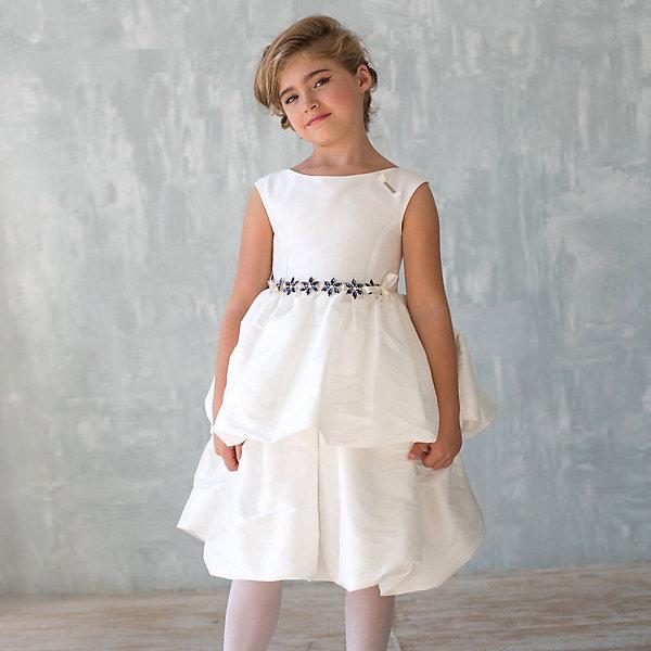 Платье нарядное Unona Dart для девочкиОдежда<br>Характеристики товара:<br><br>• цвет: белый;<br>• состав: 100% полиэстер;<br>• подкладка: 65% полиэстер, 35% хлопок;<br>• сезон: круглый год;<br>• особенности: нарядное, на подкладке;<br>• застежка: молния на спинке;<br>• поясок-лента;<br>• без рукавов;<br>• страна бренда: Россия;<br>• страна изготовитель: Россия.<br><br>Нарядное платье без рукавов для девочки. Шикарное платье из ткани, имитирующей натуральный шелк. Гладкий лиф, пышная юбка со складками в два яруса. Длина до колена. Платье застегивается на молнию. Дополнительное облегание достигается за счет пояса из репсовой ленты, завязанного сзади на бант. На поясе роскошное украшение из кристаллов глубокого синего цвета.<br><br>Нарядное платье Unona Dart (Юнона де Арт) можно купить в нашем интернет-магазине.<br>Ширина мм: 236; Глубина мм: 16; Высота мм: 184; Вес г: 177; Цвет: белый; Возраст от месяцев: 96; Возраст до месяцев: 108; Пол: Женский; Возраст: Детский; Размер: 134,128,122; SKU: 7309079;