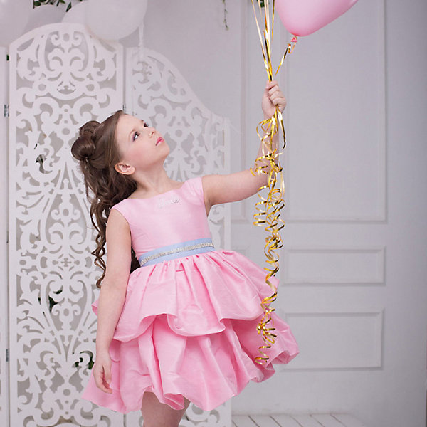 Платье нарядное Barbie™ для девочкиОдежда<br>Характеристики товара:<br><br>• цвет: розовый;<br>• состав: 100% полиэстер;<br>• подкладка: 65% полиэстер, 35% хлопок;<br>• сезон: круглый год;<br>• особенности: нарядное, на подкладке;<br>• страна бренда: США;<br>• страна бренда: Россия;<br><br>Нарядное платье для девочки. Оригинальное платье для вечеринок в стиле Barbie™. Платье выполнено из ткани, имитирующей натуральный шелк. Юбка пышная, из двух ярусов, по типу Баллон, держит форму сама по себе при любых движениях. Изысканная маленькая аппликация Barbie из мелких страз высокого качества на лифе. Серебристый ремень входит в комплект.  <br><br>Нарядное платье Barbie (Барби) можно купить в нашем интернет-магазине.<br>Ширина мм: 236; Глубина мм: 16; Высота мм: 184; Вес г: 177; Цвет: розовый; Возраст от месяцев: 84; Возраст до месяцев: 96; Пол: Женский; Возраст: Детский; Размер: 128,98,104,110,116,122; SKU: 7309355;