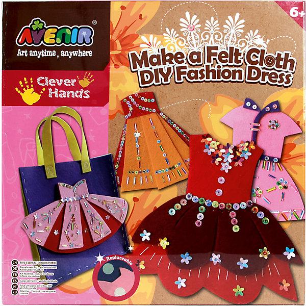 Набор для поделок из ткани Модное платьеНаборы стилиста и дизайнера<br>Характеристики товара:<br><br>• возраст: от 3 лет;<br>• пол: девочка;<br>В комплекте:<br>• 8 заготовок из ткани;<br>• 6 листов тонкого картона; <br>• 5 крепежей для блесток;<br>• 1 иголка;<br>• 1 моток ниток;<br>• 1 клей;<br>• 8 цветных карандашей;<br>• из чего сделана игрушка (состав): картон, текстиль; <br>• вес: 1 кг.;<br>• размер упаковки: 31,6х31,6х6,5 см.;<br>• упаковка: картонная коробка.<br><br>Набор для поделок из ткани «Модное платье» поможет девочке проявить свои творческие способности. <br><br>Набор предлагает изготовить несколько моделей платьев, которые представляют собой картонную основу и тканевое оформление. Можно следовать инструкции и украсить платья по шаблону, а можно проявить воображение и создать необычный дизайн. Такой аксессуар прекрасно украсит сумочку девочки или другие предметы.<br><br>Набор для поделок из ткани «Модное платье» можно купить в нашем интернет-магазине.<br>Ширина мм: 316; Глубина мм: 316; Высота мм: 65; Вес г: 1000; Возраст от месяцев: 36; Возраст до месяцев: 2147483647; Пол: Женский; Возраст: Детский; SKU: 7313470;