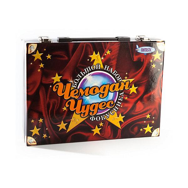 Чемодан чудес. Большой набор фокусникаФокусы и розыгрыши<br>Характеристики товара:<br><br>• возраст: от 3 лет;<br>• в комплекте: 4 книги с подробным описанием фокусов, волшебная палочка,<br>удивительная монетница, магические карты, стаканчики с исчезающими шариками, волшебные карты;<br>• из чего сделана игрушка (состав): пластик, бумага;<br>• размер упаковки: 32,5х6,5х22,5 см.;<br>• производитель: Новый формат (Россия).<br><br>Чемодан чудес Большой набор фокусника - отличный подарок для любителей устраивать настоящие шоу. Теперь не нужно думать, чем развлечь гостей на празднике, ведь достаточно открыть одну из 4-х книг, несколько раз повторить манипуляции с различными предметами и все - номер готов!<br><br>Ребенок от 6 лет вполне может справится сам! До 6 лет при помощи родителей.<br><br>Чемодан чудес «Большой набор фокусника» можно купить в нашем интернет-магазине.<br>Ширина мм: 325; Глубина мм: 65; Высота мм: 225; Вес г: 1200; Возраст от месяцев: 36; Возраст до месяцев: 2147483647; Пол: Унисекс; Возраст: Детский; SKU: 7315120;