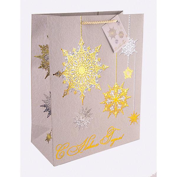 Бумажный пакет Золото и серебро для сувенирной продукции, с ламинациейНовогодние пакеты<br>Характеристики:<br><br>• размер пакета: 32,4х26х12,7 см;<br>• ширина основания: 26 см;<br>• плотность бумаги: 250 г/м2;<br>• масса: 107 г.<br><br>Красивый ламинированный пакет понадобится для упаковки подарков и сувениров. Пакет удобного размера, он может вместить презент среднего размера.<br><br>Тематическая новогодняя иллюстрация на пакете подойдет и для взрослых, и для детей. Две прочные ручки надежно закреплены. Очень плотная бумага хорошо держит форму.<br><br>Подарочный пакет необходим для хорошего оформления подарков друзьям и родным.<br><br>Бумажный пакет «Золото и серебро» для сувенирной продукции, с ламинацией, Magic Time можно купить в нашем интернет-магазине.<br>Ширина мм: 325; Глубина мм: 260; Высота мм: 1; Вес г: 107; Возраст от месяцев: 36; Возраст до месяцев: 2147483647; Пол: Унисекс; Возраст: Детский; SKU: 7317208;