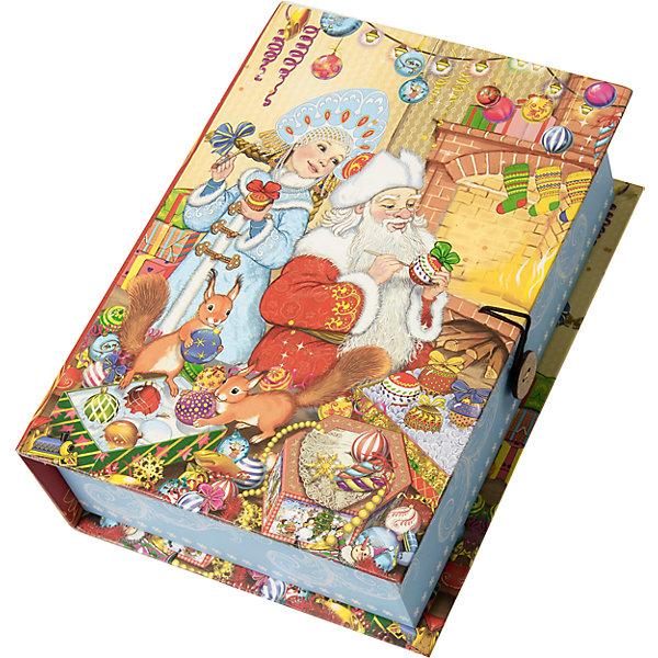 Подарочная коробка Внучка Деда Мороза-MНовогодние коробки<br>Характеристики:<br><br>• размер коробки: 20х14х6 см;<br>• плотность картона: 1100 г/м2;<br>• масса: 149 г.<br><br>Красивая подарочная коробка поможет красиво упаковать презент. Небольшая коробочка может вместить небольшой сувенир.<br><br>Тематическая новогодняя иллюстрация на упаковке подойдет и для взрослых, и для детей. Мелованный негофрированный картон хорошо держит форму.<br><br>С помощью подарочных коробочек с цветным декоративным рисунком можно быстро и эффектно оформить подарки друзьям и родным.<br><br>Подарочную коробку «Внучка Деда Мороза M», Magic Time можно купить в нашем интернет-магазине.<br>Ширина мм: 200; Глубина мм: 140; Высота мм: 60; Вес г: 149; Возраст от месяцев: 36; Возраст до месяцев: 2147483647; Пол: Унисекс; Возраст: Детский; SKU: 7317229;