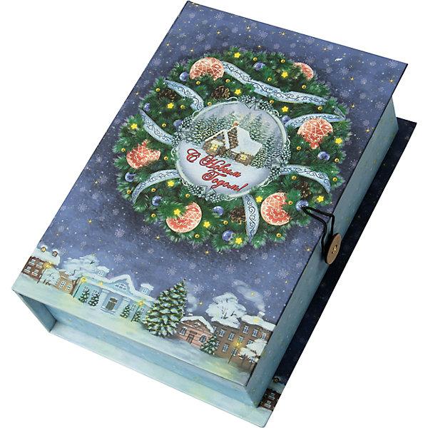 Подарочная коробка Новогодний венок-MУпаковка новогоднего подарка<br>Характеристики:<br><br>• размер коробки: 20х14х6 см;<br>• плотность картона: 1100 г/м2;<br>• масса: 149 г.<br><br>Красивая подарочная коробка поможет красиво упаковать презент. Небольшая коробочка может вместить небольшой сувенир.<br><br>Тематическая новогодняя иллюстрация на упаковке подойдет и для взрослых, и для детей. Мелованный негофрированный картон хорошо держит форму.<br><br>С помощью подарочных коробочек с цветным декоративным рисунком можно быстро и эффектно оформить подарки друзьям и родным.<br><br>Подарочную коробку «Новогодний венок M», Magic Time можно купить в нашем интернет-магазине.<br><br>Ширина мм: 200<br>Глубина мм: 140<br>Высота мм: 60<br>Вес г: 149<br>Возраст от месяцев: 36<br>Возраст до месяцев: 2147483647<br>Пол: Унисекс<br>Возраст: Детский<br>SKU: 7317230