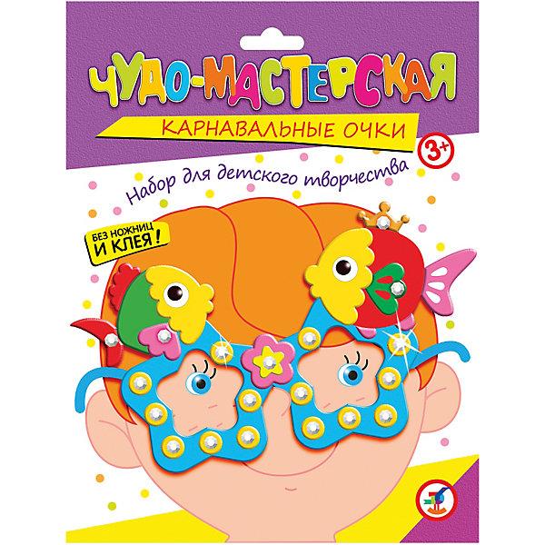 Праздничные очки. РыбкиДетские карнавальные маски<br>Характеристики:<br><br>• тип игрушки: настольная игра;<br>• комплектация: пластмассовые очки,  детали из ЭВА на самоклеящейся основе (7—9 цветов), декоративные элементы на самоклеящейся основе (стразы, глазки), двусторонняя клейкая лента, цветная листовка-образец;                                                                <br>• возраст: от 3 лет;<br>• размер: 15,5x20х1,5 см;<br>• издатель: Дрофа;<br>• упаковка: картонная коробка;<br>• материал: картон.<br><br>Игра «Праздничные очки. Рыбки» разработана для детей от 3 лет. Необычный и весёлый аксессуар для детского праздника. Цветовая гамма изделия яркая и красочная. <br>Сделайте вместе с детьми оригинальные карнавальные очки. Для этого вам не понадобятся ни ножницы, ни клей. Всё, что нужно для работы есть в наборе. Каждый ребёнок может выбрать очки по своему вкусу.<br><br>Возьмите пластмассовые очки, наклейте на них детали из мягкого пластика на самоклеящейся основе, украсьте стразами — и очки готовы. Мягкие и приятные на ощупь детали легко наклеиваются на основу, а блестящие стразы делают праздничные очки неповторимыми. <br><br>Игру «Праздничные очки. Рыбки» можно купить в нашем интернет-магазине.<br>Ширина мм: 155; Глубина мм: 200; Высота мм: 15; Вес г: 28; Возраст от месяцев: 36; Возраст до месяцев: 2147483647; Пол: Унисекс; Возраст: Детский; SKU: 7323649;