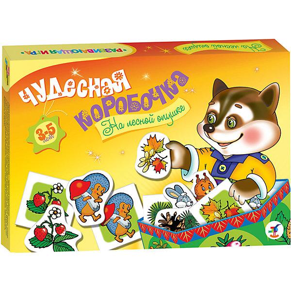 Чудесная коробочка. На лесной опушкеОбучающие карточки<br>Характеристики:<br><br>• тип игрушки: настольная игра;<br>• возраст: от 3 лет;<br>• комплектация: 72 карточки, правила;<br>• размер: 28x19,5х3,5 см;<br>• издатель: Дрофа;<br>• упаковка: картонная коробка;<br>• материал: картон.<br><br>Игра «Чудесная коробочка. На лесной опушке» разработана для детей от 3 лет. Увлекательная игра с сюрпризом — «чудесной коробочкой». В ней спрятаны карточки с разнообразными картинками природных объектов, животных, растений и предметов, окружающих малыша или знакомых ему только по книжкам. Игра развивает речь, память, интерес к окружающему миру.<br><br>Главной задачей ребенка является сопоставление их друг с другом, чтобы составить в итоге пары с одинаковыми картинками или придумать увлекательный рассказ с использованием различных элементов. В комплекте также предусмотрена заготовка для изготовления красочной коробочки, в которую можно сложить все карточки и хранить их в ней. Карточки и заготовка для коробочки выполнены они из плотного картона с глянцевым покрытием.<br><br>Игру «Чудесная коробочка. На лесной опушке» можно купить в нашем интернет-магазине.<br>Ширина мм: 280; Глубина мм: 195; Высота мм: 35; Вес г: 225; Возраст от месяцев: 36; Возраст до месяцев: 2147483647; Пол: Унисекс; Возраст: Детский; SKU: 7323683;