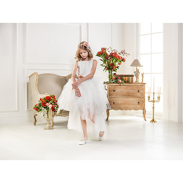 Нарядное платье Les Gamins для девочкиОдежда<br>Характеристики товара:<br><br>• цвет: белый;<br>• состав: 55% полиэстер, 45% вискоза;<br>• подкладка: 100% хлопок;<br>• сезон: круглый год;<br>• платье без рукавов;<br>• в комплекте: ободок и пояс;<br>• платье украшено пайетками;<br>• страна бренда: Италия;<br>• страна изготовитель: Китай.<br><br>Нарядное платье Les Gamins для девочки. Нежность, праздничность, утончённость собраны в одном платье. Ваша девочка соберёт восторженные взгляды в этом праздничном платье, ведь оно действительно удивительное. Верх платья расшит нежными белыми пайетками. Пояс и ободок, который входит в комплект, украшены цветком. <br><br>Нарядное платье Les Gamins для девочки можно купить в нашем интернет-магазине.<br><br>Ширина мм: 236<br>Глубина мм: 16<br>Высота мм: 184<br>Вес г: 177<br>Цвет: белый<br>Возраст от месяцев: 84<br>Возраст до месяцев: 96<br>Пол: Женский<br>Возраст: Детский<br>Размер: 128,158,152,146,140<br>SKU: 7336972