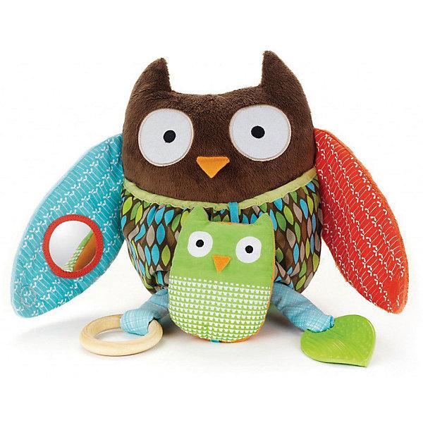 Развивающая мягкая игрушка Skip Hop СоваИгрушки для новорожденных<br>Характеристики:<br><br>• погремушка с пищалкой;<br>• 2 съемных прорезывателя;<br>• безопасное зеркальце;<br>• материалы различных фактур;<br>• в комплекте: сова и совенок;<br>• материал: пластик, дерево;<br>• размер упаковки: 18х6х26 см;<br>• вес: 539 г.<br><br>Развивающая игрушка для малышей сочетает в себе многообразие элементов, которые развивают и развлекают ребенка. На этапе прорезывания зубов используются прорезыватели. Погремушка развивает слух ребенка, учит искать источник звука и поворачивать на звук головку. В безопасном зеркальце кроха видит свое отражение. В процессе игры развивается тактильное восприятие, слуховое и зрительное.  <br><br>Развивающую игрушку Skip Hop «Сова» можно купить в нашем интернет-магазине.<br><br>Ширина мм: 180<br>Глубина мм: 160<br>Высота мм: 260<br>Вес г: 539<br>Возраст от месяцев: 12<br>Возраст до месяцев: 36<br>Пол: Унисекс<br>Возраст: Детский<br>SKU: 7338638