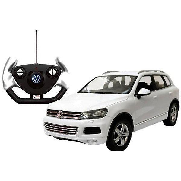 Радиоуправляемая машинка Rastar Volkswagen Touareg 1:14, белаяРадиоуправляемые машины<br>Характеристики:<br><br>• возраст: от 8 лет:<br>• материал: металл, пластик;<br>• масштаб: 1:14;<br>• максимальная скорость: до 12 км/ч;<br>• в комплекте: машина, пульт управления;<br>• тип батареек: 5 батареек АА; 1 батарейка Крона;<br>• наличие батареек: нет в комплекте;<br>• вес упаковки: 1,03 кг.;<br>• размер машины: 34,3х15,9х12,3 см;<br>• размер упаковки: 43х22,5х19,5 см;<br>• страна производитель: Китай.<br><br>Легендарный внедорожник в мини версии — радиоуправляемая машинка Rastar Volkswagen Touareg. Управление игрушкой осуществляется с помощью удобного пульта на частоте 27MHz, который позволяет ездить ей во все стороны на расстояние до 15 м.<br><br>Мощные колеса и амортизация приспособлены к езде не только по ровной поверхности дома, но и на улице по асфальту и бугристой дороге, бросая вызов всем препятствиям. Авто имеет задний привод и разгоняется на ровной дороге до 12 км/ч. Кроме того, когда машина едет вперед, включаются фары, а когда тормозит или сдает назад — стоп-сигналы. Время работы: 25 минут.<br><br>Мини автомобиль понравится и детям, и взрослым, особенно тем, кто коллекционирует подобные экземпляры или обладает оригиналом.<br><br>Радиоуправляемую машинку Rastar Volkswagen Touareg, 1:14 можно купить в нашем интернет-магазине.<br><br>Ширина мм: 430<br>Глубина мм: 225<br>Высота мм: 195<br>Вес г: 1033<br>Возраст от месяцев: 36<br>Возраст до месяцев: 180<br>Пол: Мужской<br>Возраст: Детский<br>SKU: 7345289