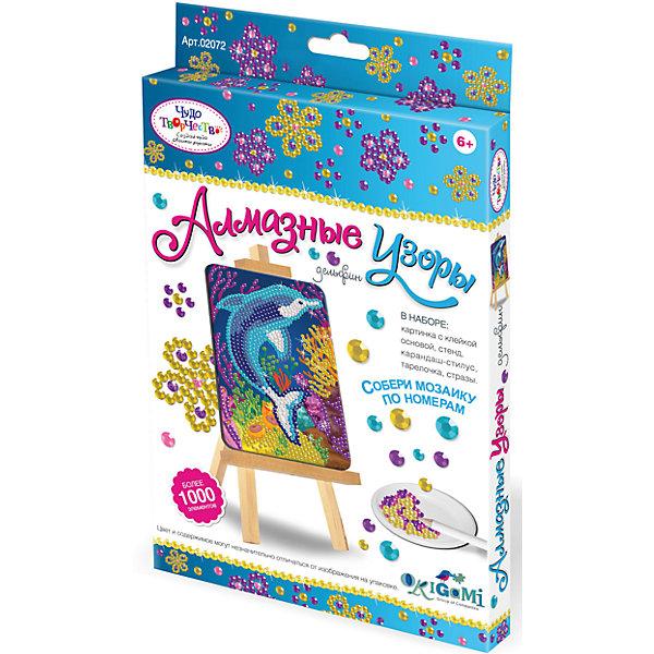 Чудо-Творчество Алмазные узоры ДельфинМозаика детская<br>Новая серия мозаики Алмазные узоры (Чудо-творчество) с самоклеящимися элементами помогает изучить цвета и цифры, развивает мелкую моторику и воображение. <br>Сделать мозаику просто: возьми картинку, сними защитный слой, насыпь в тарелочку по очереди разные  цвета страз и с помощью специального карандаша переноси стразы на клейкую основу по номеру и цвету.  Готовую мозаику можно поставить на мольберт (входит в набор). <br>Мозаику Чудо-творчество отличает высокое качество, авторские дизайны картинок, хороший состав набора.<br>Ширина мм: 146; Глубина мм: 235; Высота мм: 19; Вес г: 100; Возраст от месяцев: 72; Возраст до месяцев: 2147483647; Пол: Унисекс; Возраст: Детский; SKU: 7364913;